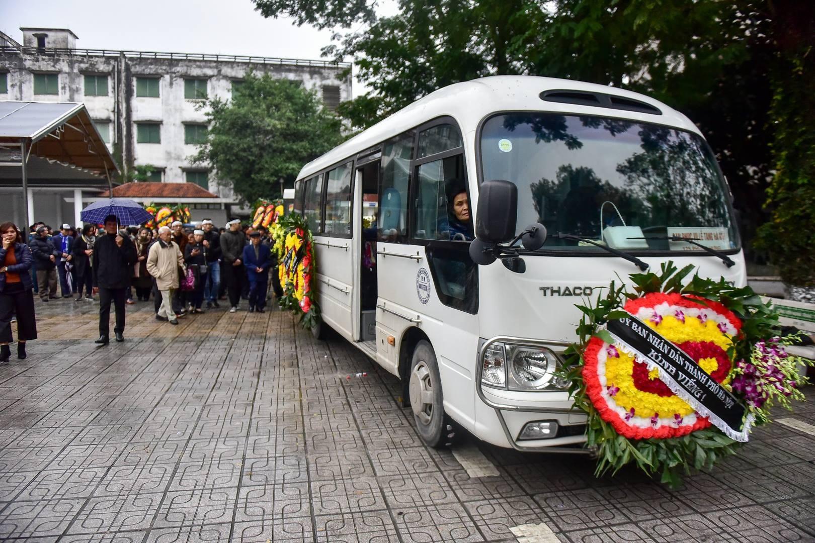 Đông đảo bạn bè, văn nghệ sĩ đến tiễn đưa nhà thơ- nhạc sĩ Nguyễn Trọng Tạo - Ảnh 25.