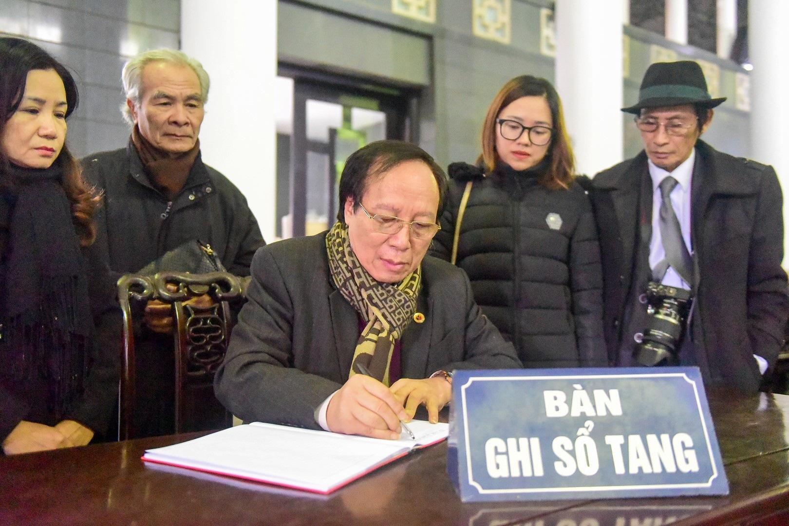 Đông đảo bạn bè, văn nghệ sĩ đến tiễn đưa nhà thơ- nhạc sĩ Nguyễn Trọng Tạo - Ảnh 21.