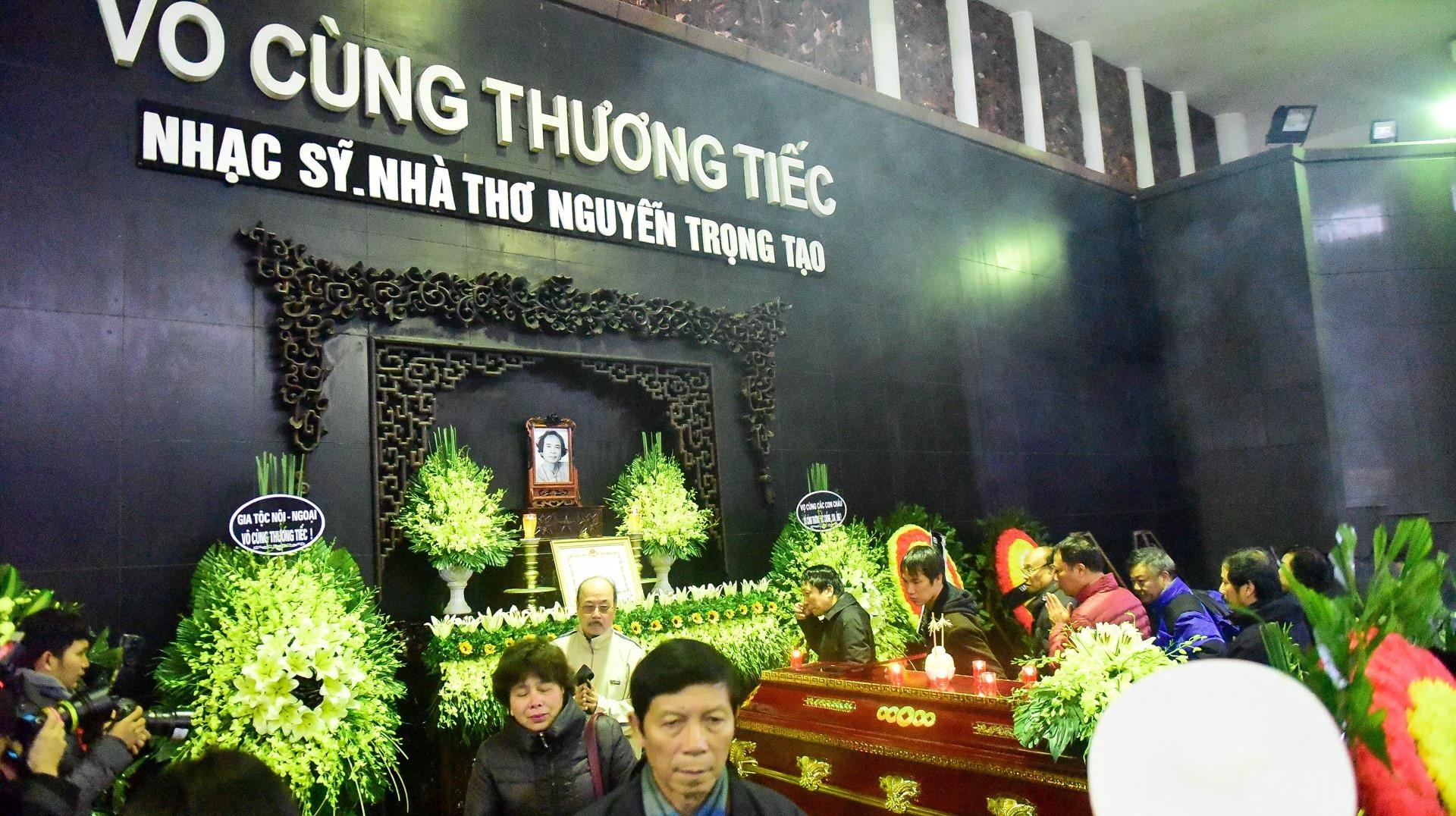 Đông đảo bạn bè, văn nghệ sĩ đến tiễn đưa nhà thơ- nhạc sĩ Nguyễn Trọng Tạo - Ảnh 4.