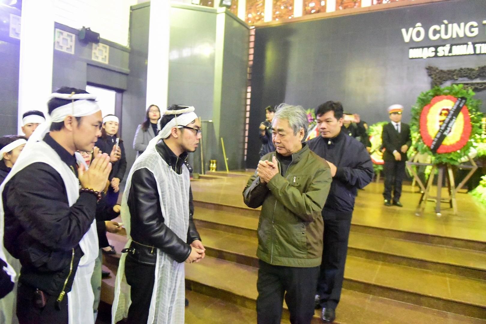 Đông đảo bạn bè, văn nghệ sĩ đến tiễn đưa nhà thơ- nhạc sĩ Nguyễn Trọng Tạo - Ảnh 9.