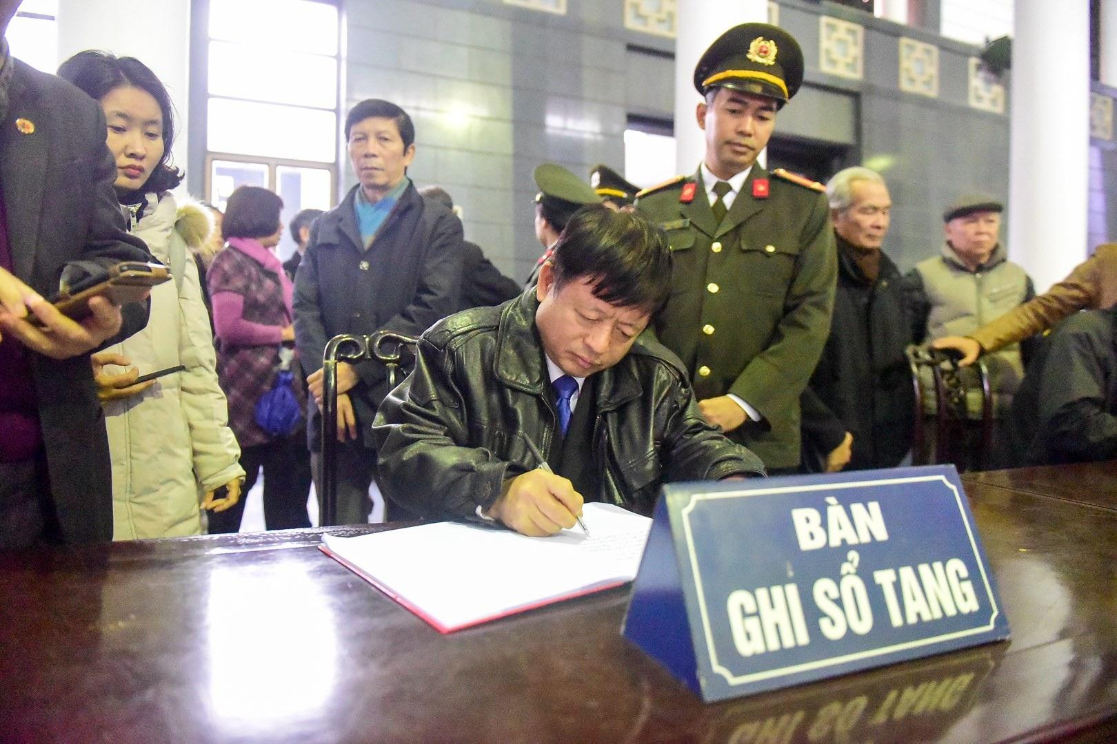 Đông đảo bạn bè, văn nghệ sĩ đến tiễn đưa nhà thơ- nhạc sĩ Nguyễn Trọng Tạo - Ảnh 22.
