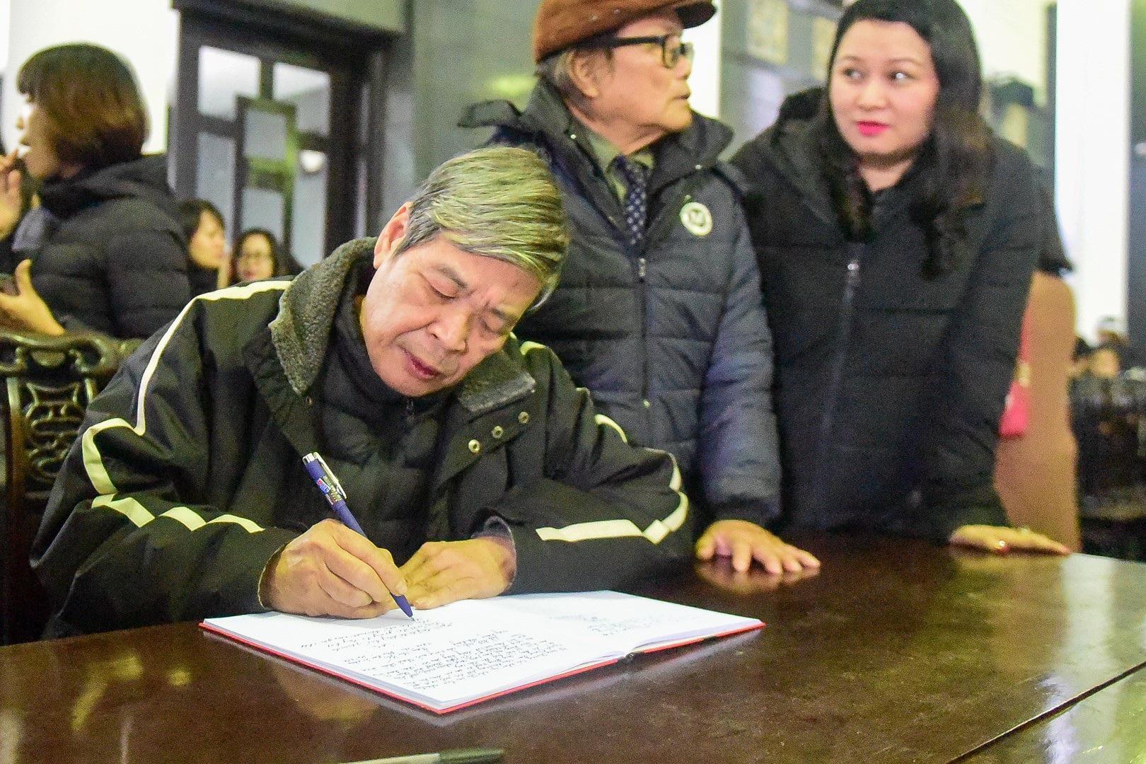 Đông đảo bạn bè, văn nghệ sĩ đến tiễn đưa nhà thơ- nhạc sĩ Nguyễn Trọng Tạo - Ảnh 23.