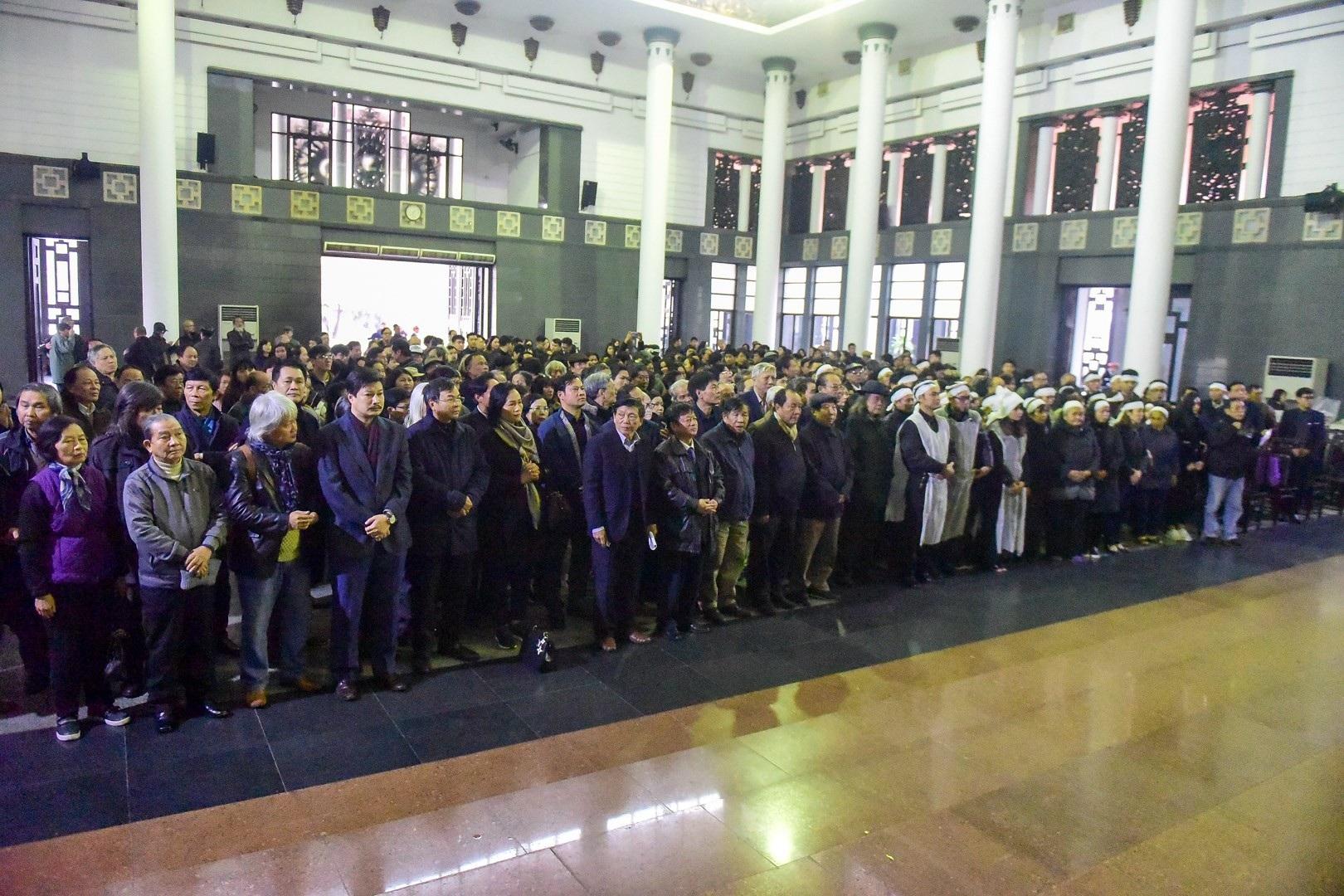 Đông đảo bạn bè, văn nghệ sĩ đến tiễn đưa nhà thơ- nhạc sĩ Nguyễn Trọng Tạo - Ảnh 2.