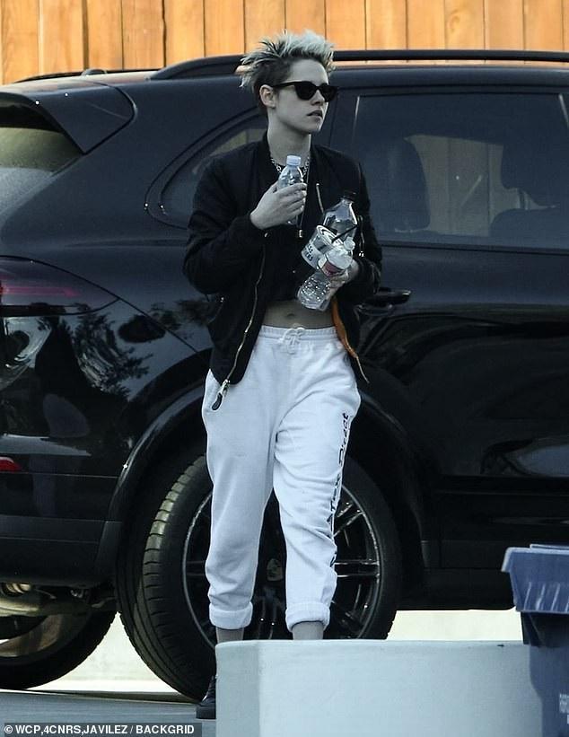 Kristen Stewart chuẩn men bên bạn gái mới - Ảnh 6.