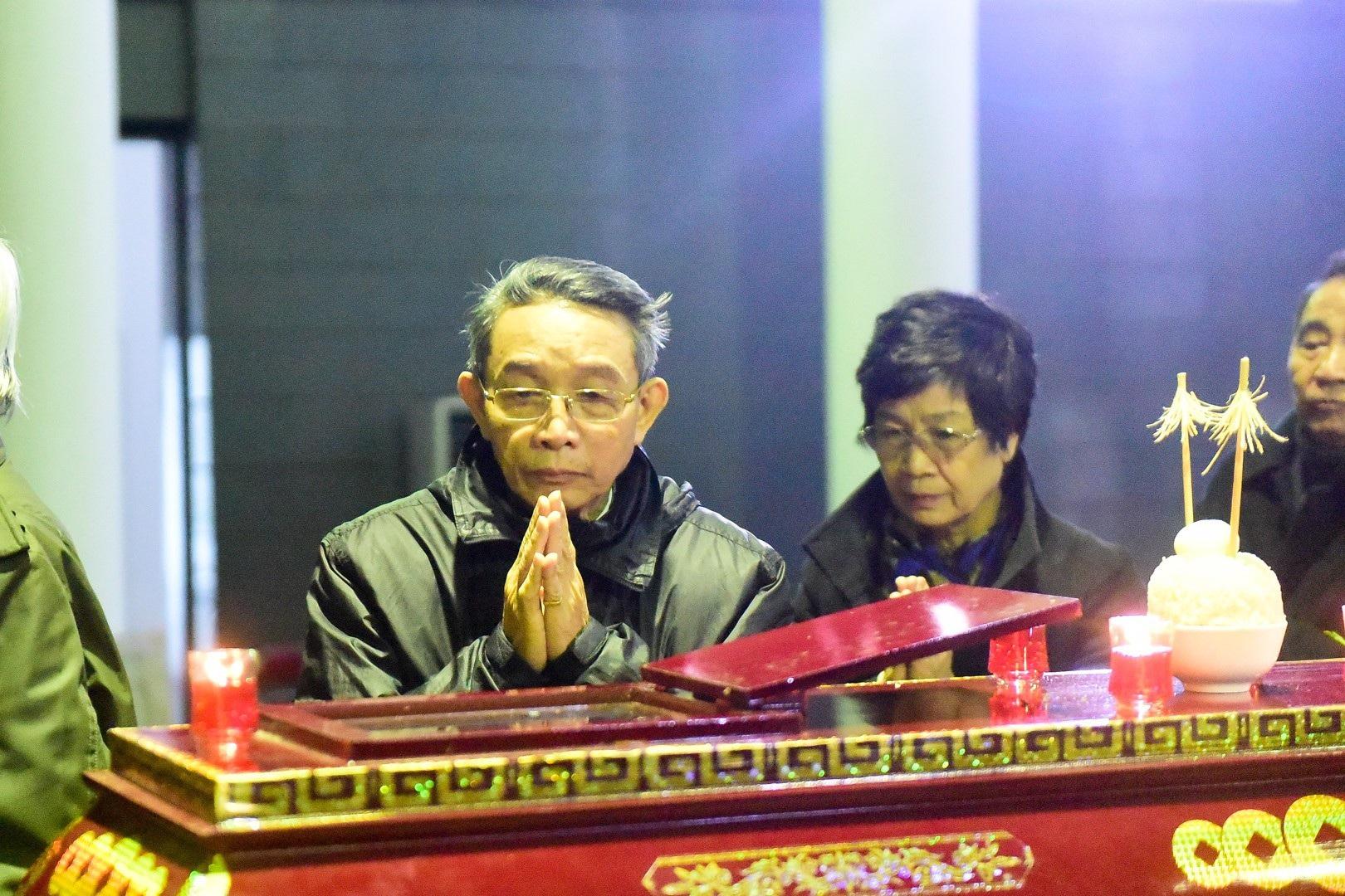 Đông đảo bạn bè, văn nghệ sĩ đến tiễn đưa nhà thơ- nhạc sĩ Nguyễn Trọng Tạo - Ảnh 12.