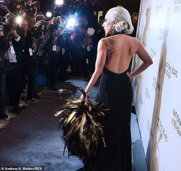 Lady Gaga quyến rũ với váy xẻ sâu - Ảnh 7.