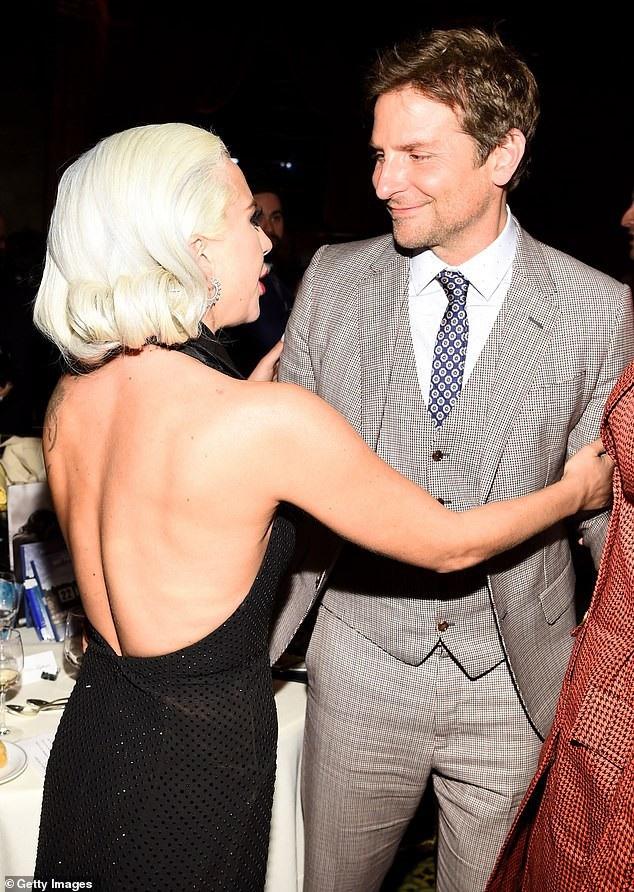 Lady Gaga quyến rũ với váy xẻ sâu - Ảnh 8.