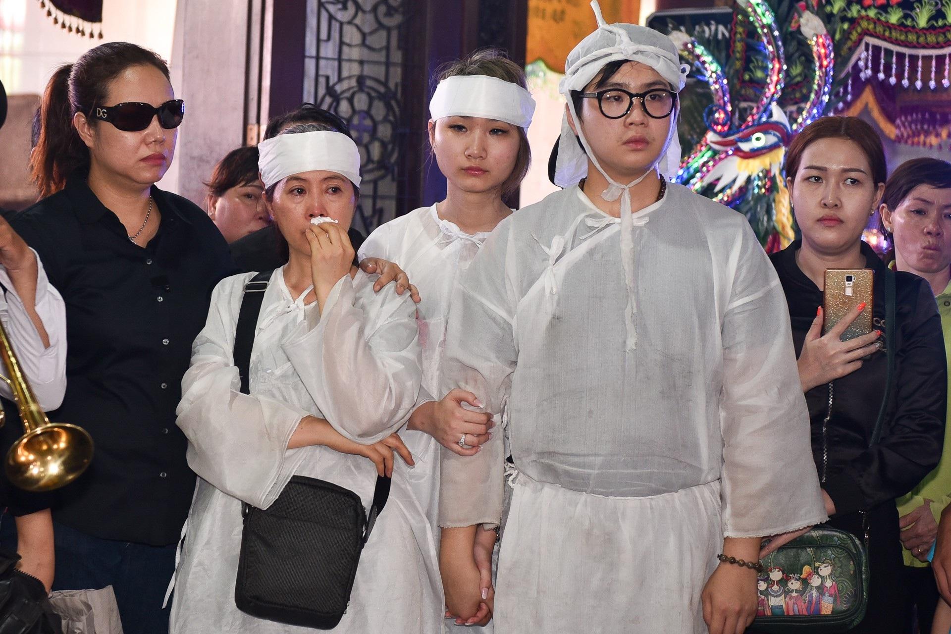 Nghệ sĩ Việt lặng lẽ đưa tiễn diễn viên Mạnh Tràng - Ảnh 1.