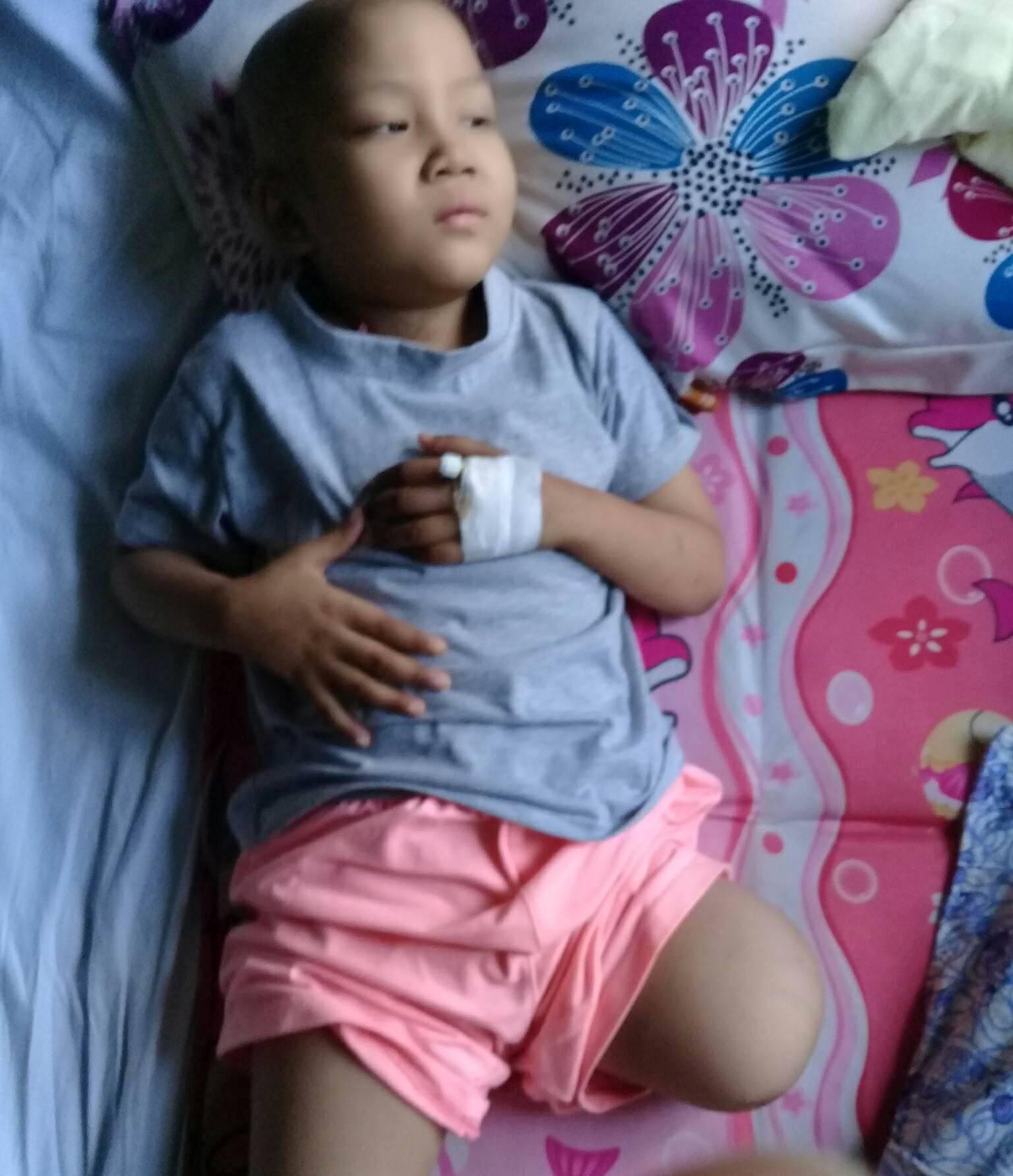 Ước mơ đến trường của cô bé mất 1 chân vì bệnh ung thư - Ảnh 6.