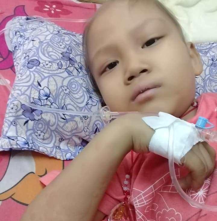 Ước mơ đến trường của cô bé mất 1 chân vì bệnh ung thư - Ảnh 2.