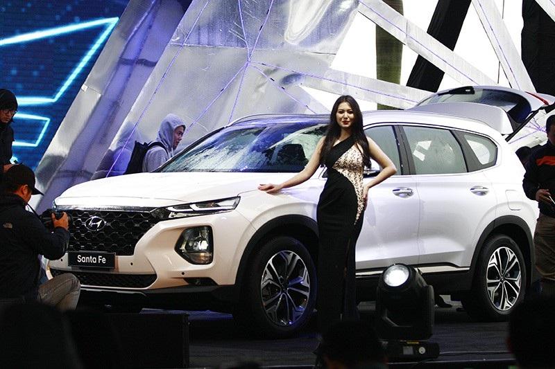 Hyundai Santa Fe 2019 chính thức ra mắt, giá từ 995 triệu đồng - Ảnh 1.