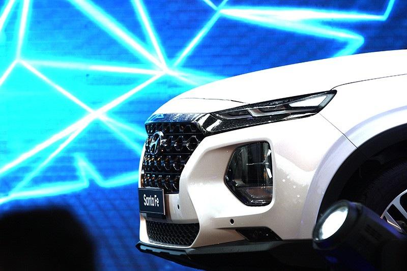 Hyundai Santa Fe 2019 chính thức ra mắt, giá từ 995 triệu đồng - Ảnh 14.