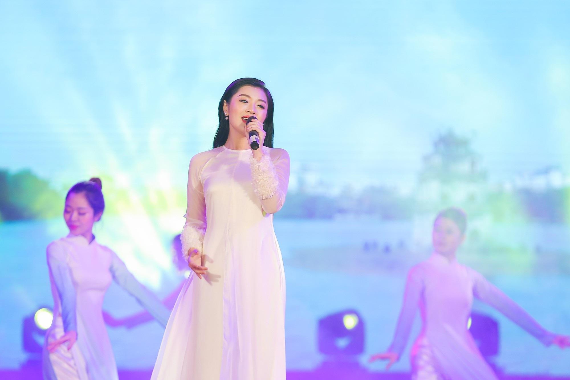 Nguyễn Thu Hằng cùng Quang Hải lọt top 10 gương mặt trẻ tiêu biểu Thủ đô 2018 - Ảnh 2.