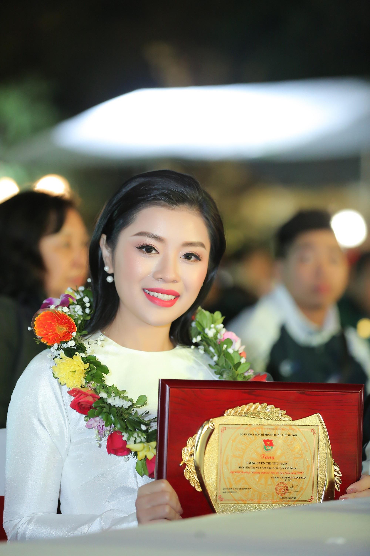 Nguyễn Thu Hằng cùng Quang Hải lọt top 10 gương mặt trẻ tiêu biểu Thủ đô 2018 - Ảnh 4.