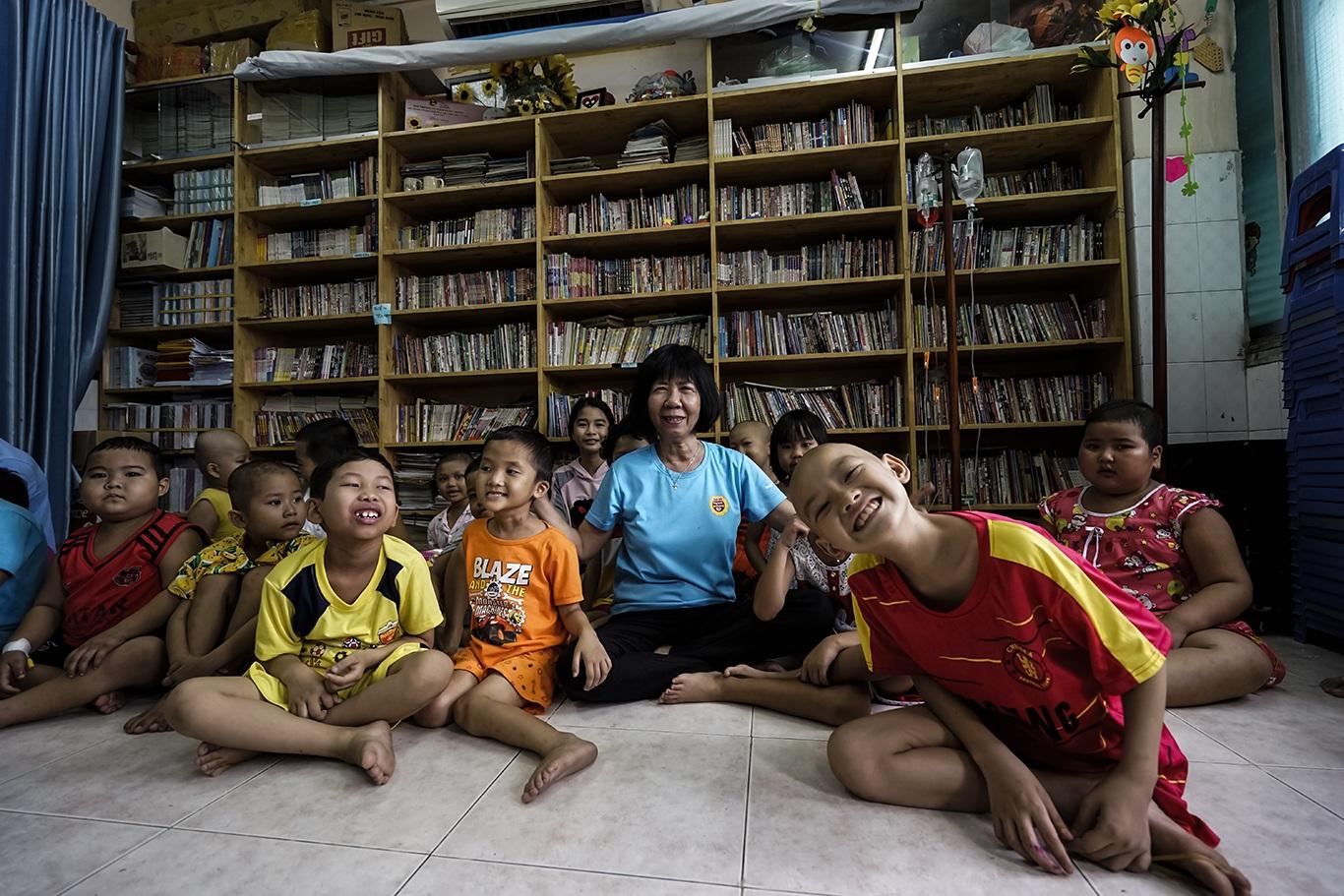 Cô giáo một thập kỷ ở lớp học trò qua đời, cô vẫn phải mỉm cười - 15