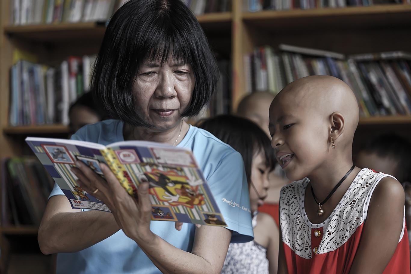 Cô giáo một thập kỷ ở lớp học trò qua đời, cô vẫn phải mỉm cười - 23