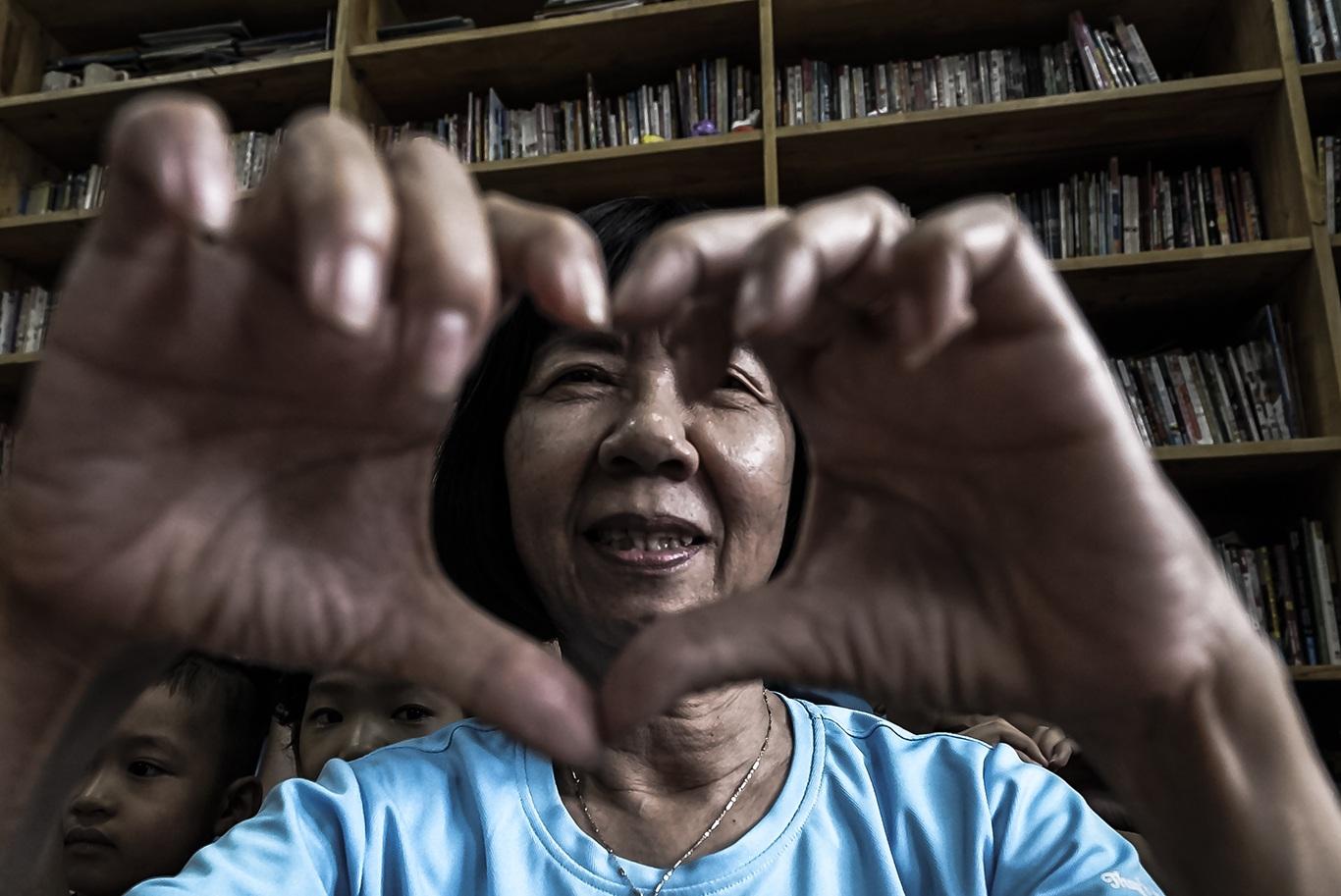 Cô giáo một thập kỷ ở lớp học trò qua đời, cô vẫn phải mỉm cười - 11