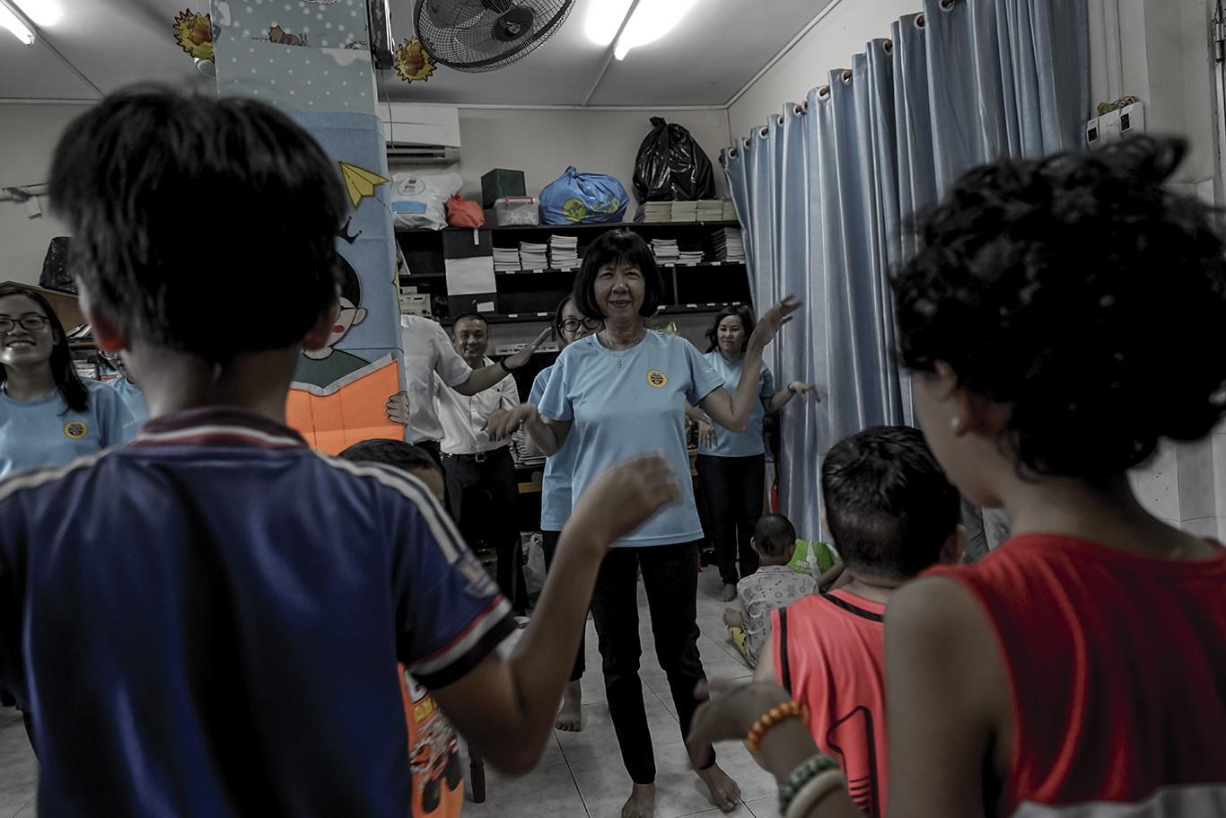 Cô giáo một thập kỷ ở lớp học trò qua đời, cô vẫn phải mỉm cười - 12