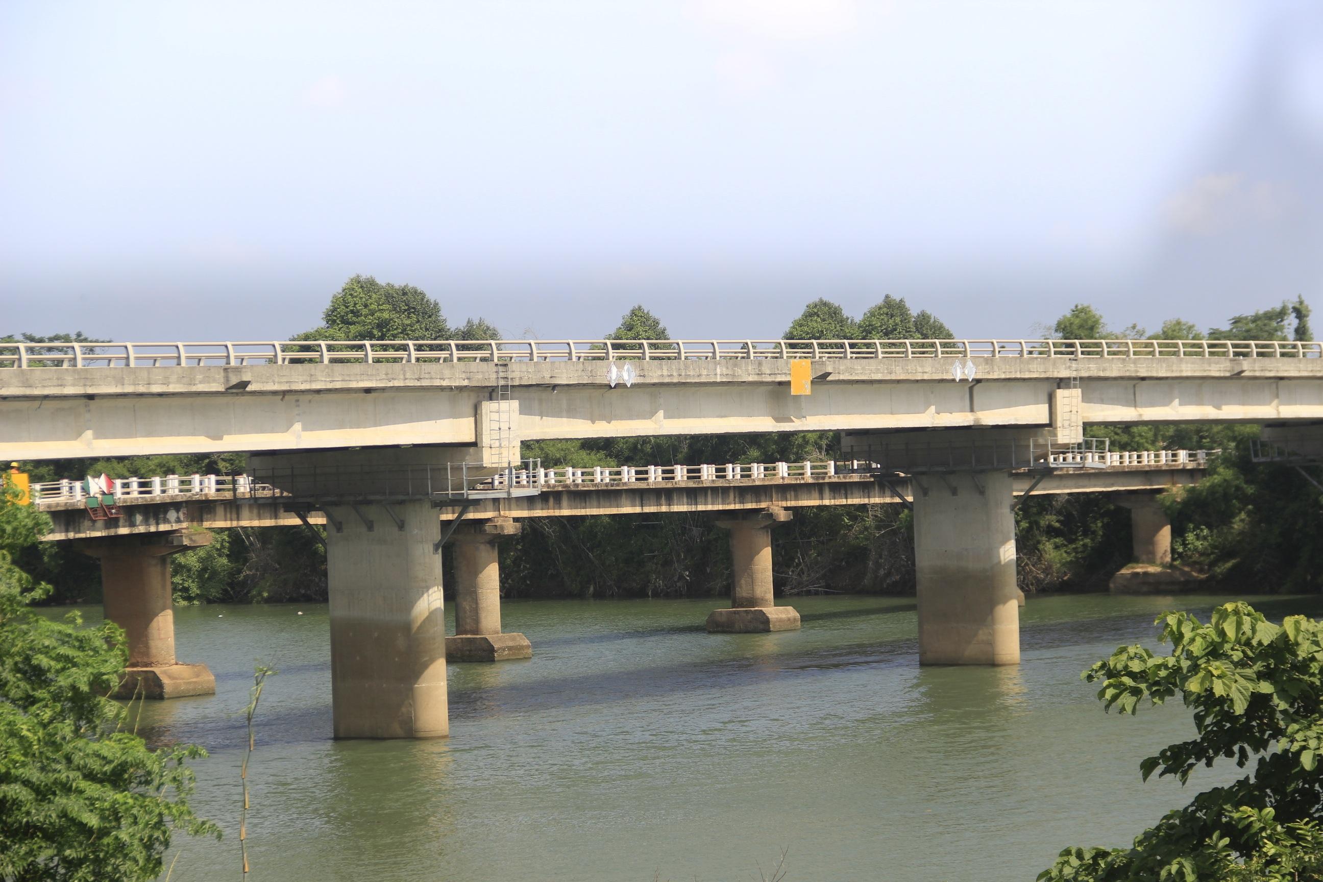 """Nhiều cây cầu tiền tỷ xây dở dang """"ngủ quên"""" giữa nắng mưa - 12"""