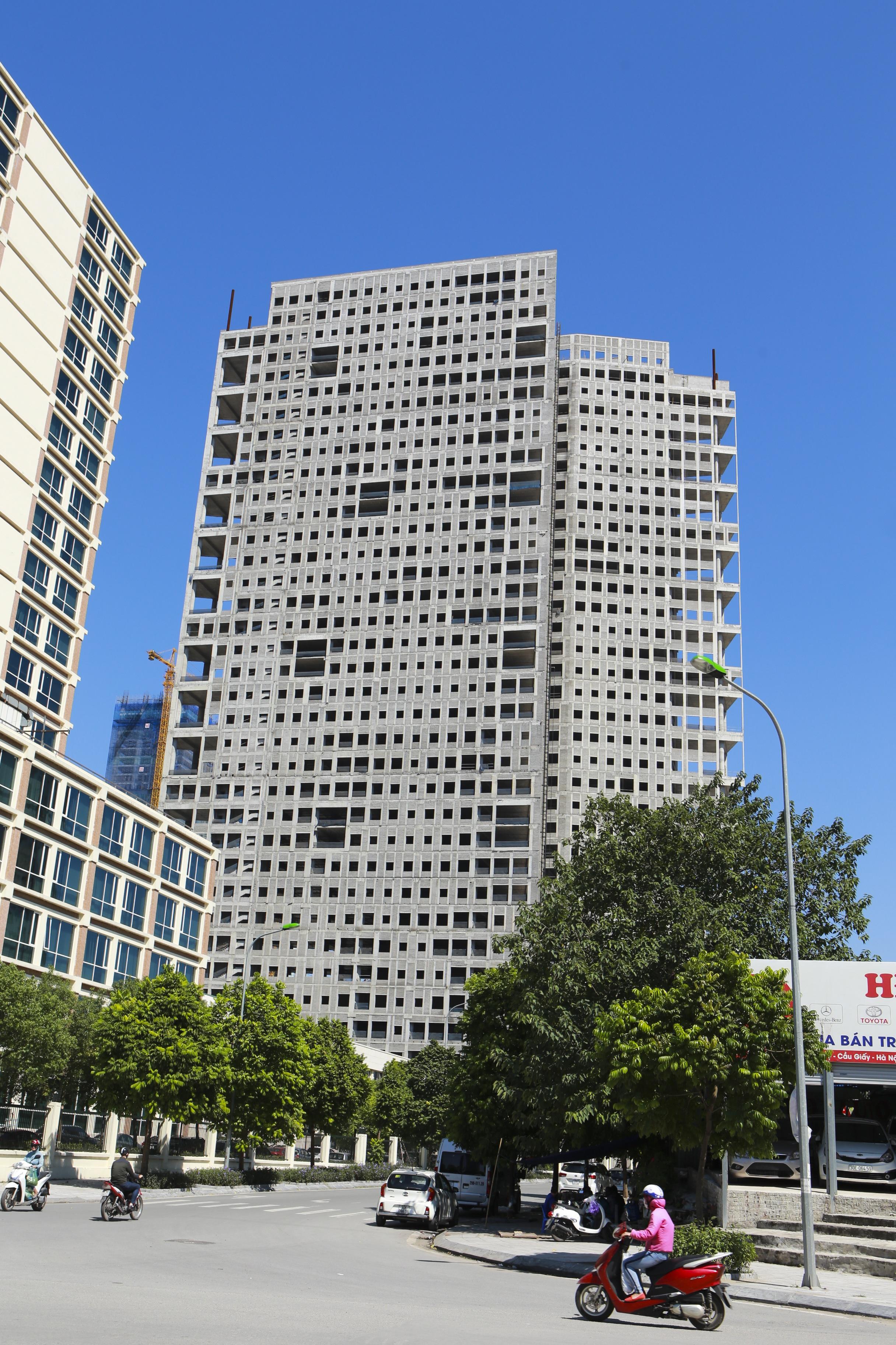 Những tòa cao ốc bỏ hoang sừng sững giữa đất vàng Hà Nội - 5