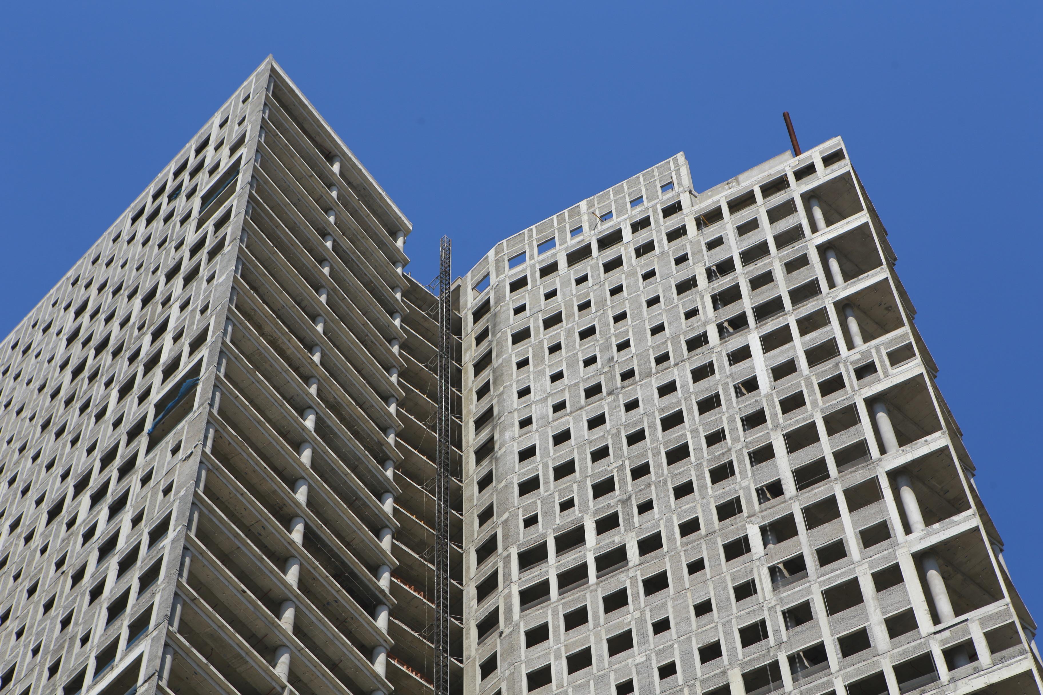 Những tòa cao ốc bỏ hoang sừng sững giữa đất vàng Hà Nội - 8