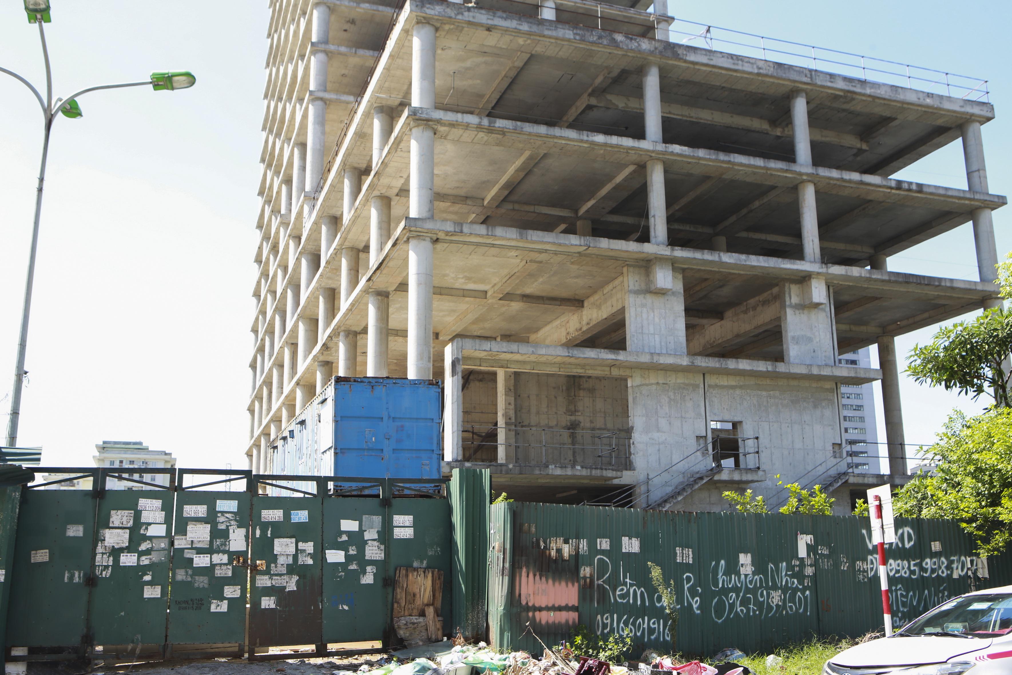 Những tòa cao ốc bỏ hoang sừng sững giữa đất vàng Hà Nội - 12