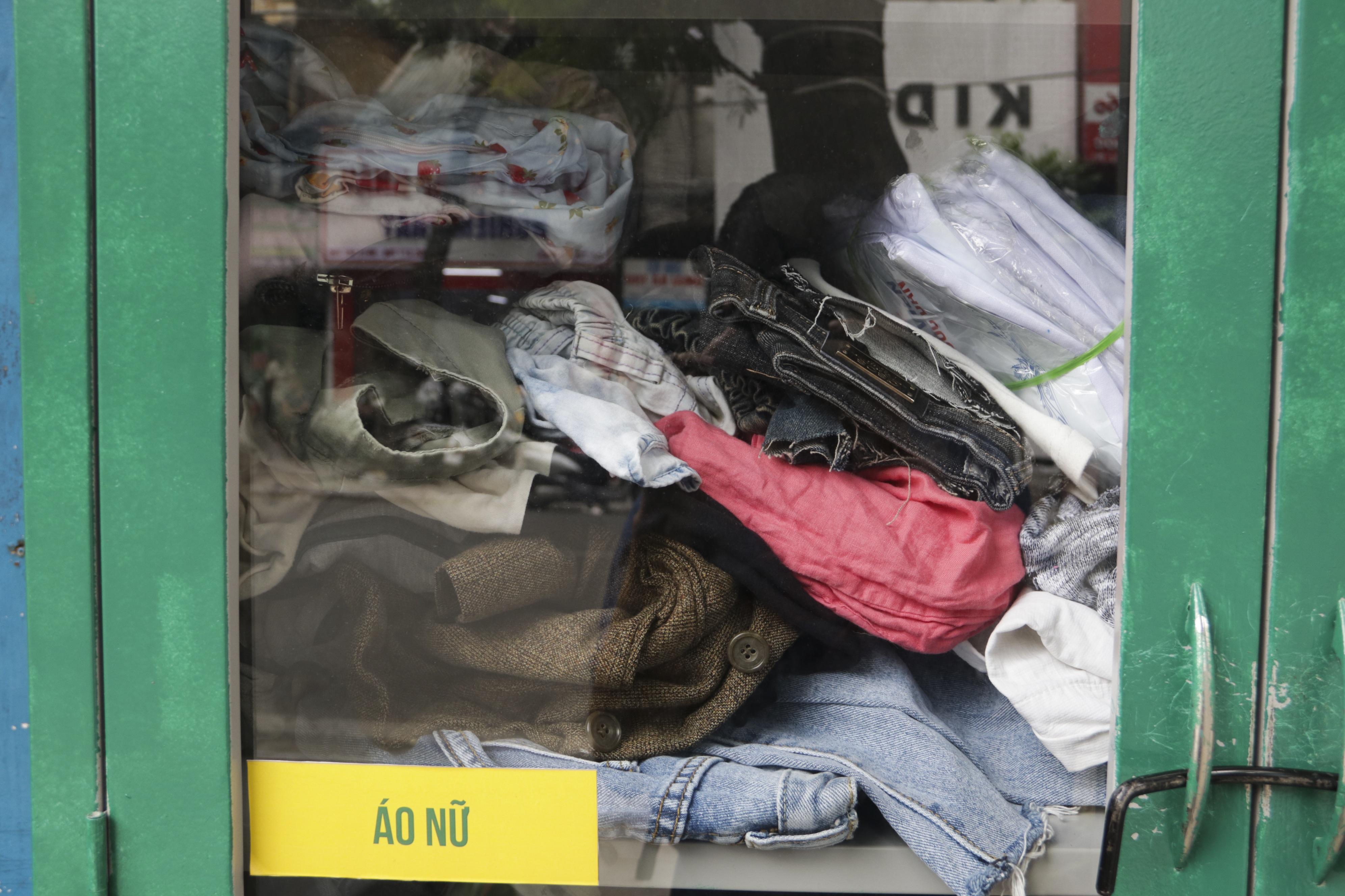 Hà Nội: Xuất hiện nhiều tủ quần áo 0 đồng dành cho người nghèo - 16