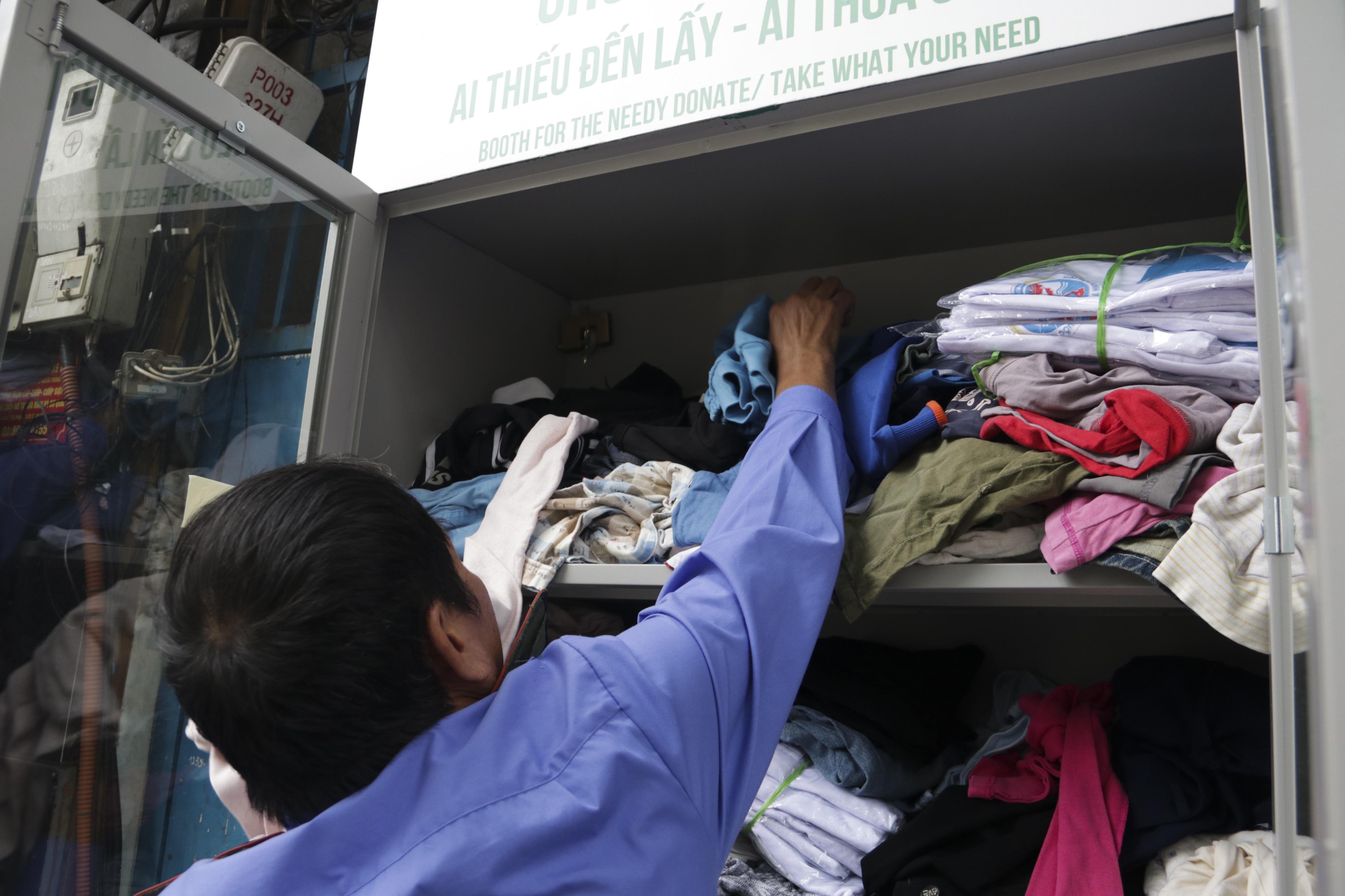 Hà Nội: Xuất hiện nhiều tủ quần áo 0 đồng dành cho người nghèo - 14