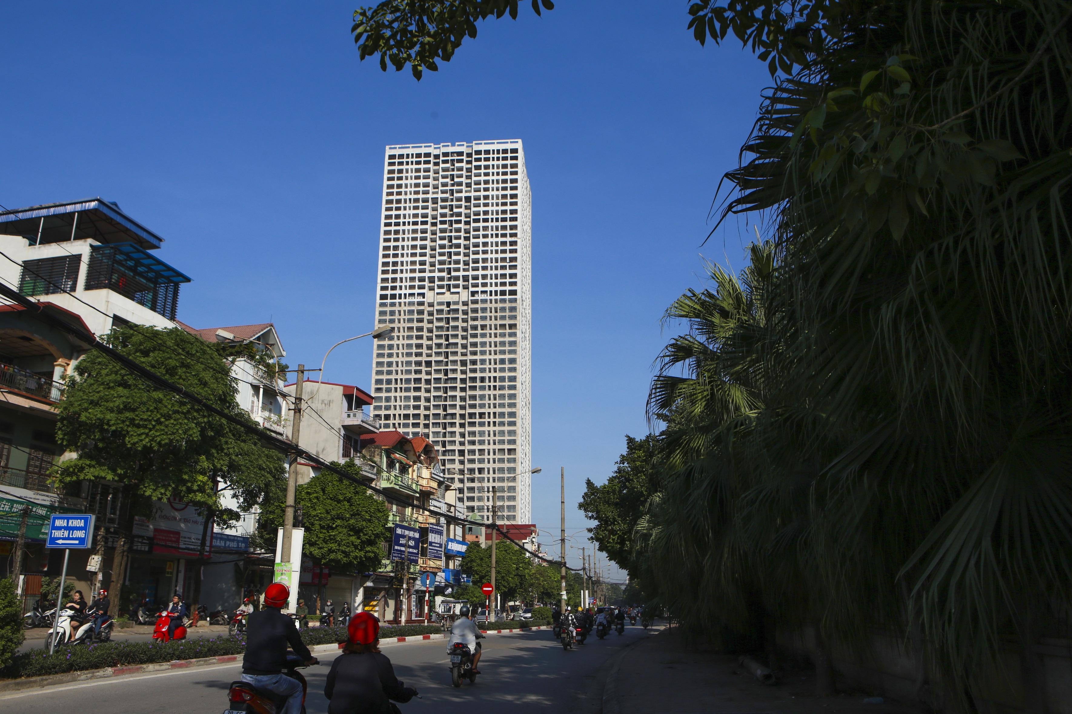 Những tòa cao ốc bỏ hoang sừng sững giữa đất vàng Hà Nội - 1