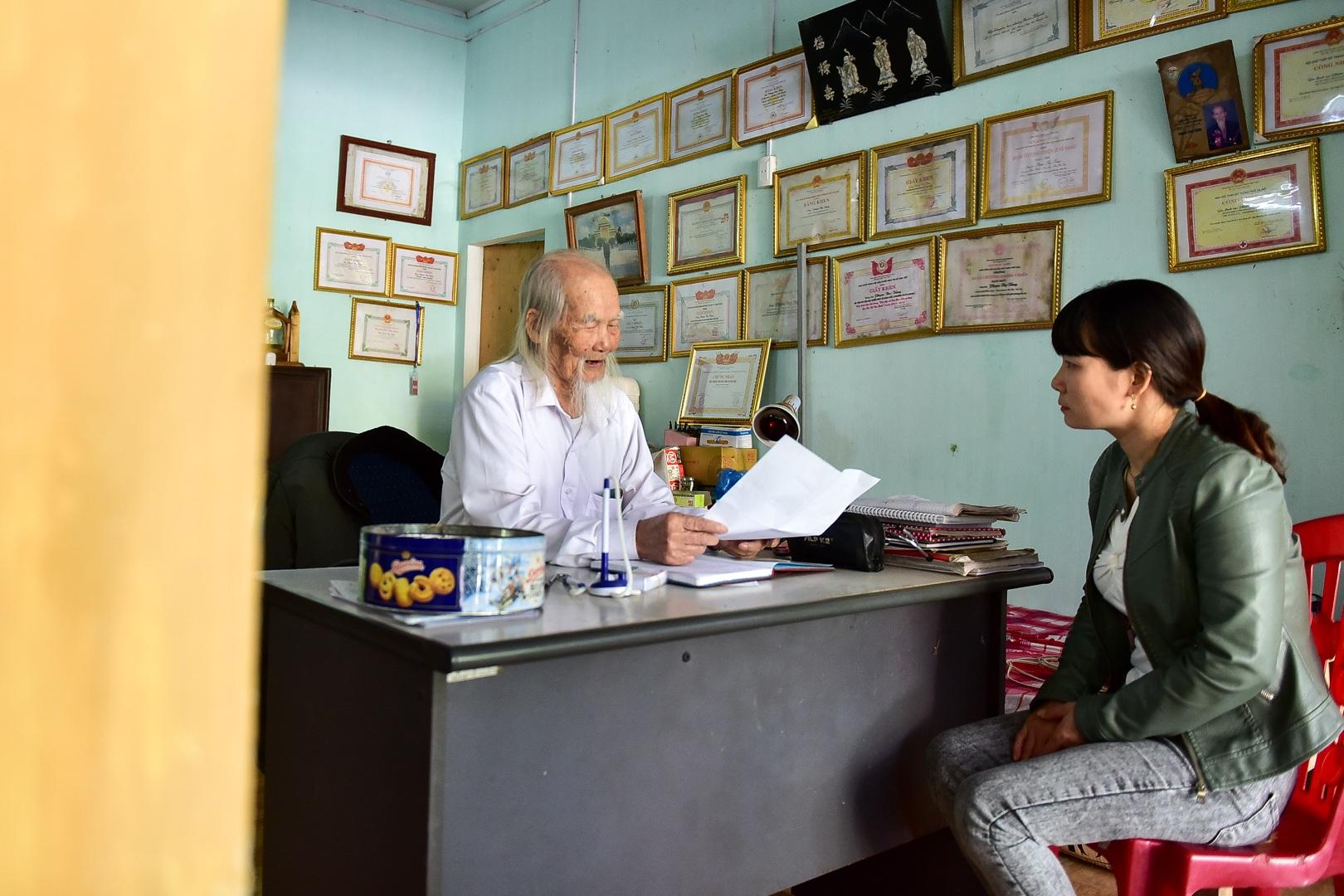 """Chuyện về """"ông Tiên"""" 97 tuổi có một không hai dưới chân núi Tản - 2"""