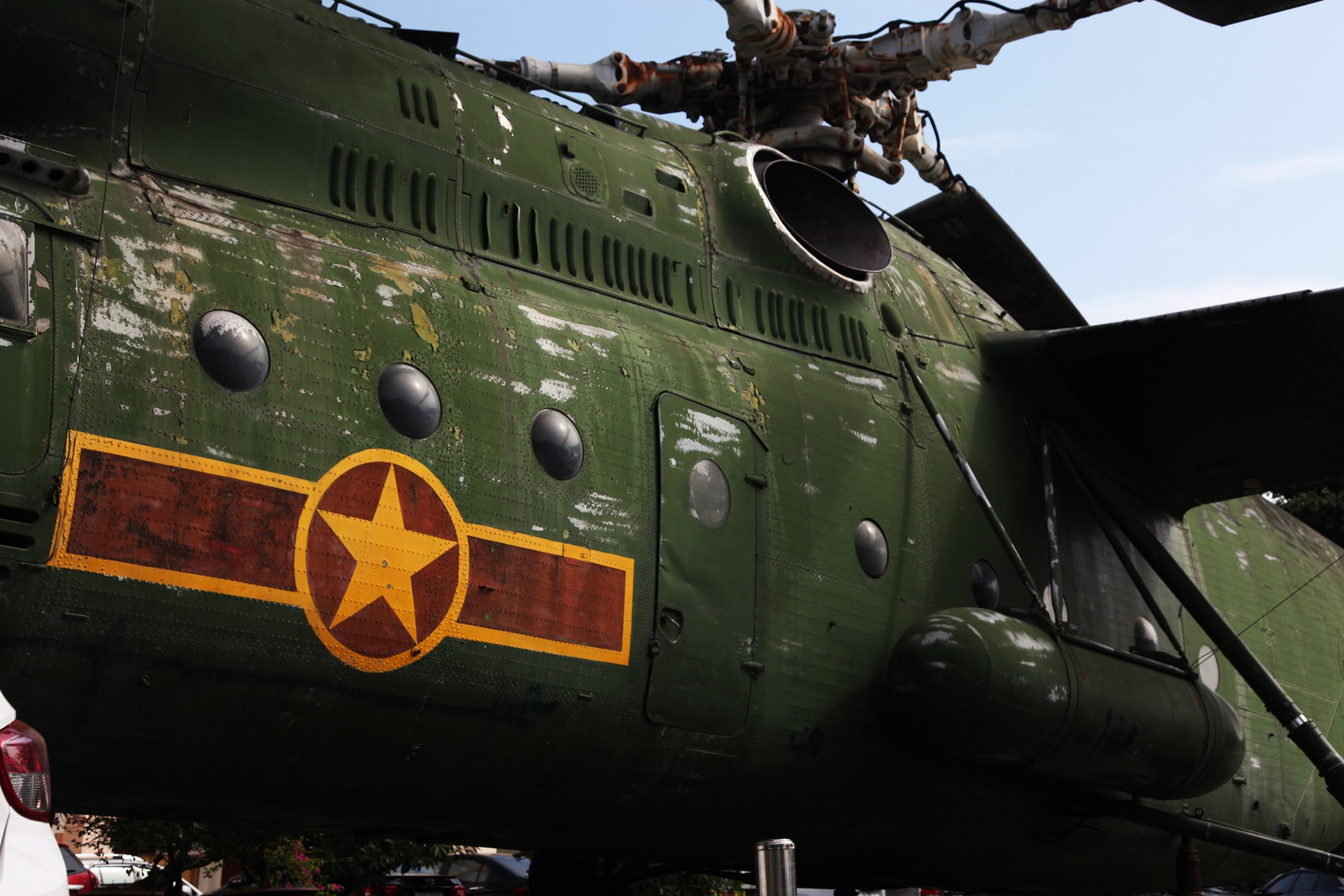 Cận cảnh trực thăng khổng lồ huyền thoại của Không quân Việt Nam - 13