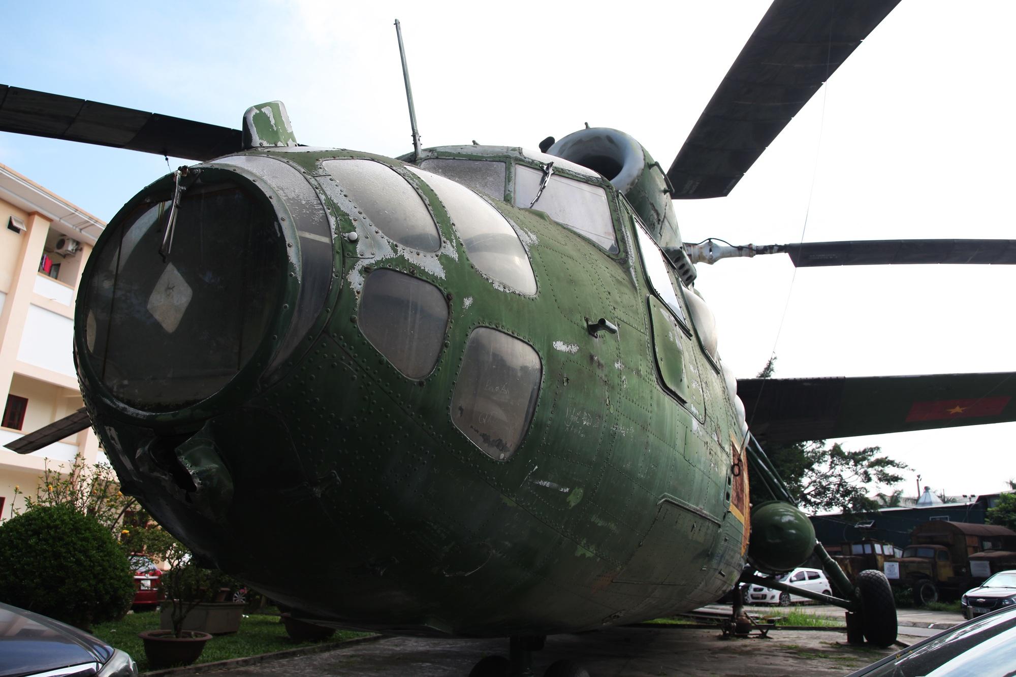 Cận cảnh trực thăng khổng lồ huyền thoại của Không quân Việt Nam - 1