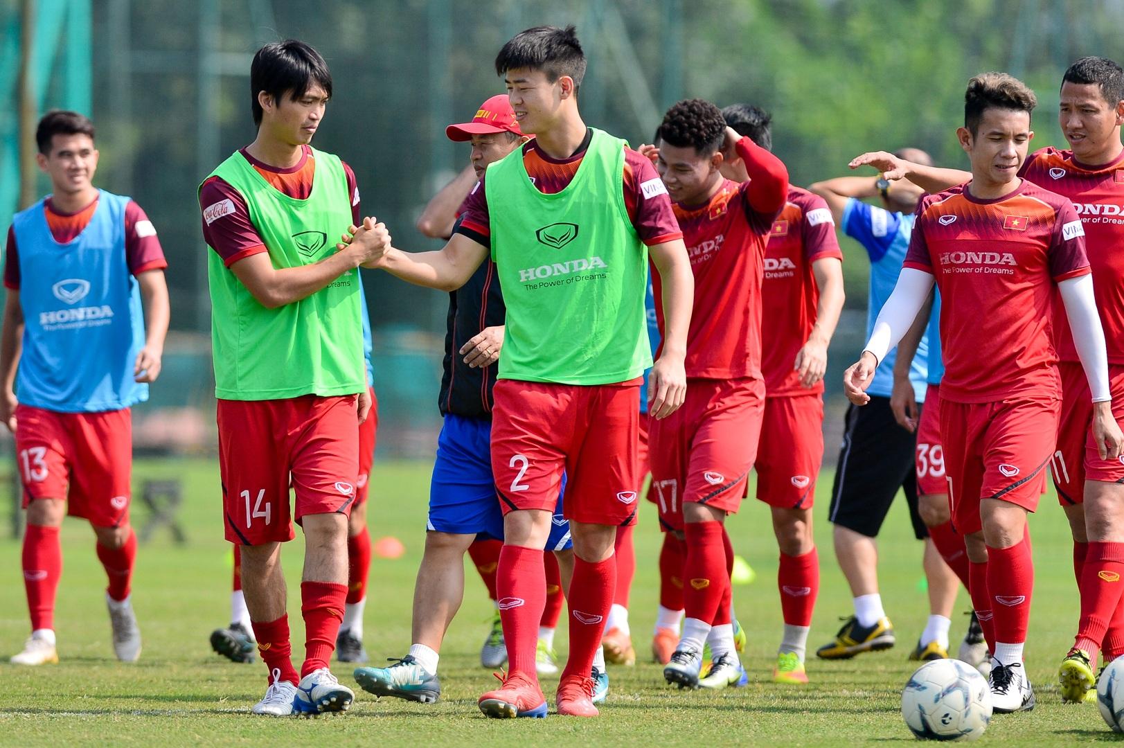 HLV Park Hang Seo xem giò tiền đạo Hà Minh Tuấn - 5