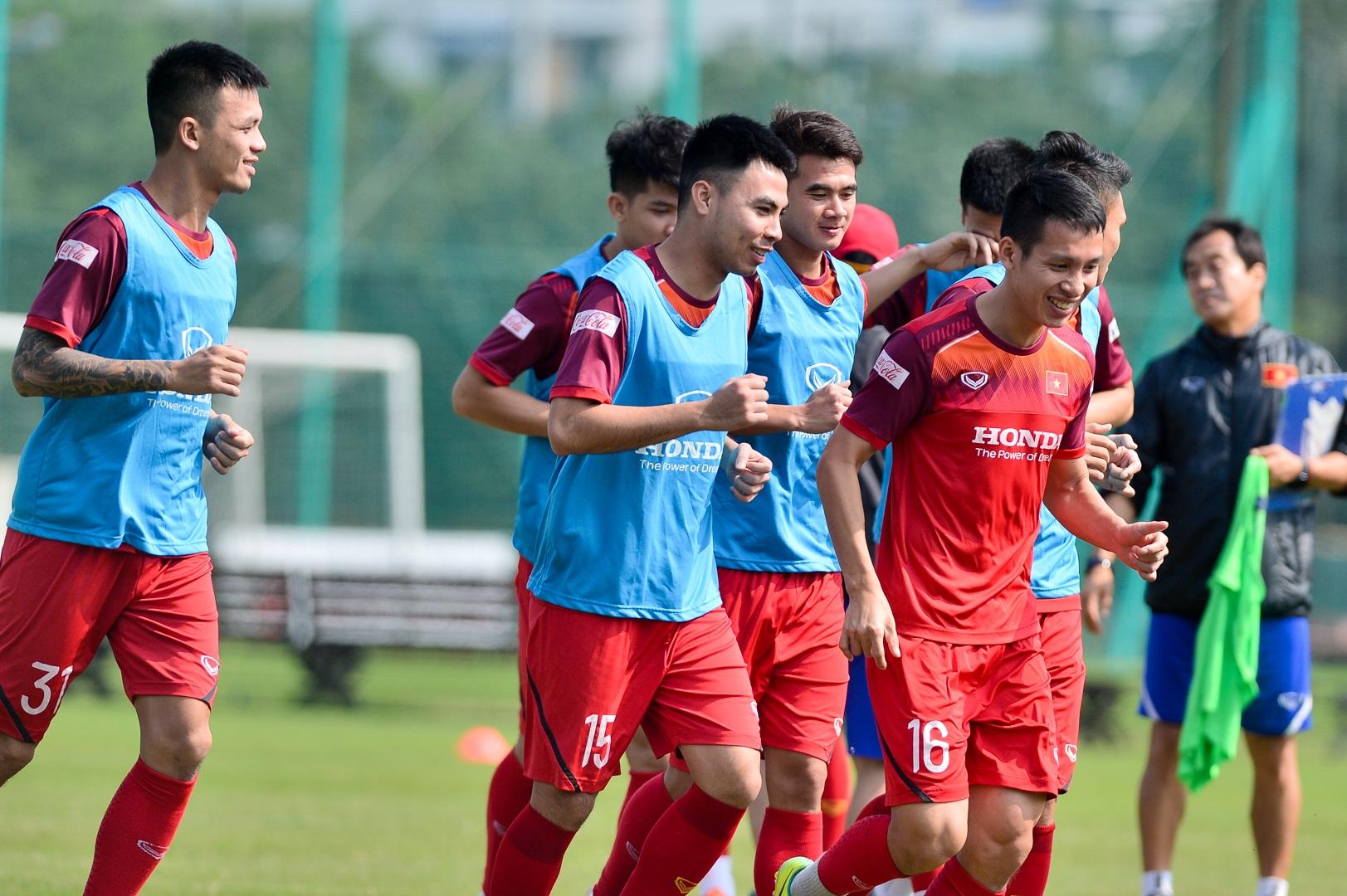 HLV Park Hang Seo xem giò tiền đạo Hà Minh Tuấn - 15