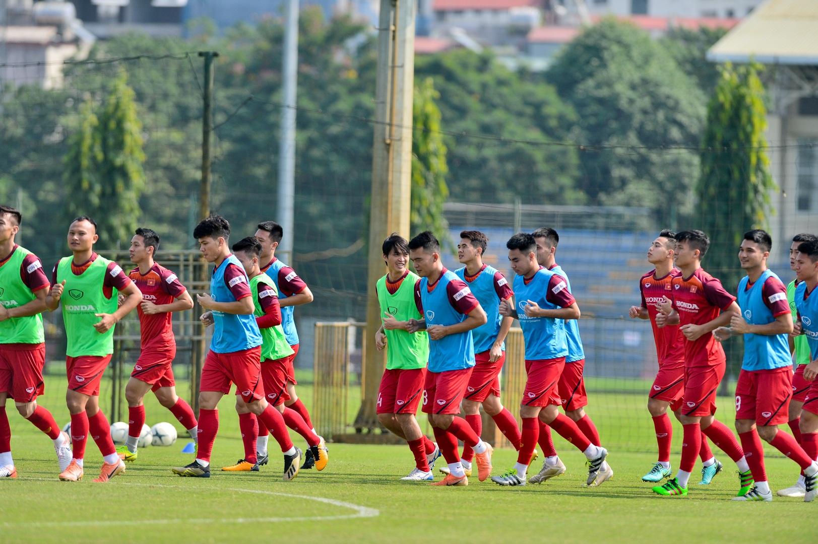 HLV Park Hang Seo xem giò tiền đạo Hà Minh Tuấn - 2