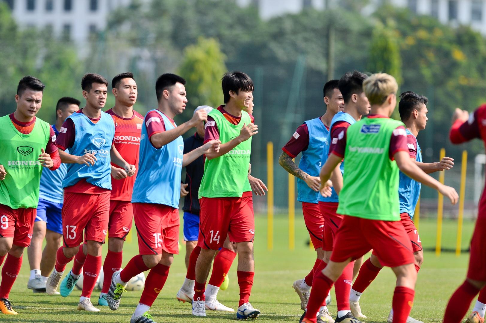 HLV Park Hang Seo xem giò tiền đạo Hà Minh Tuấn - 3
