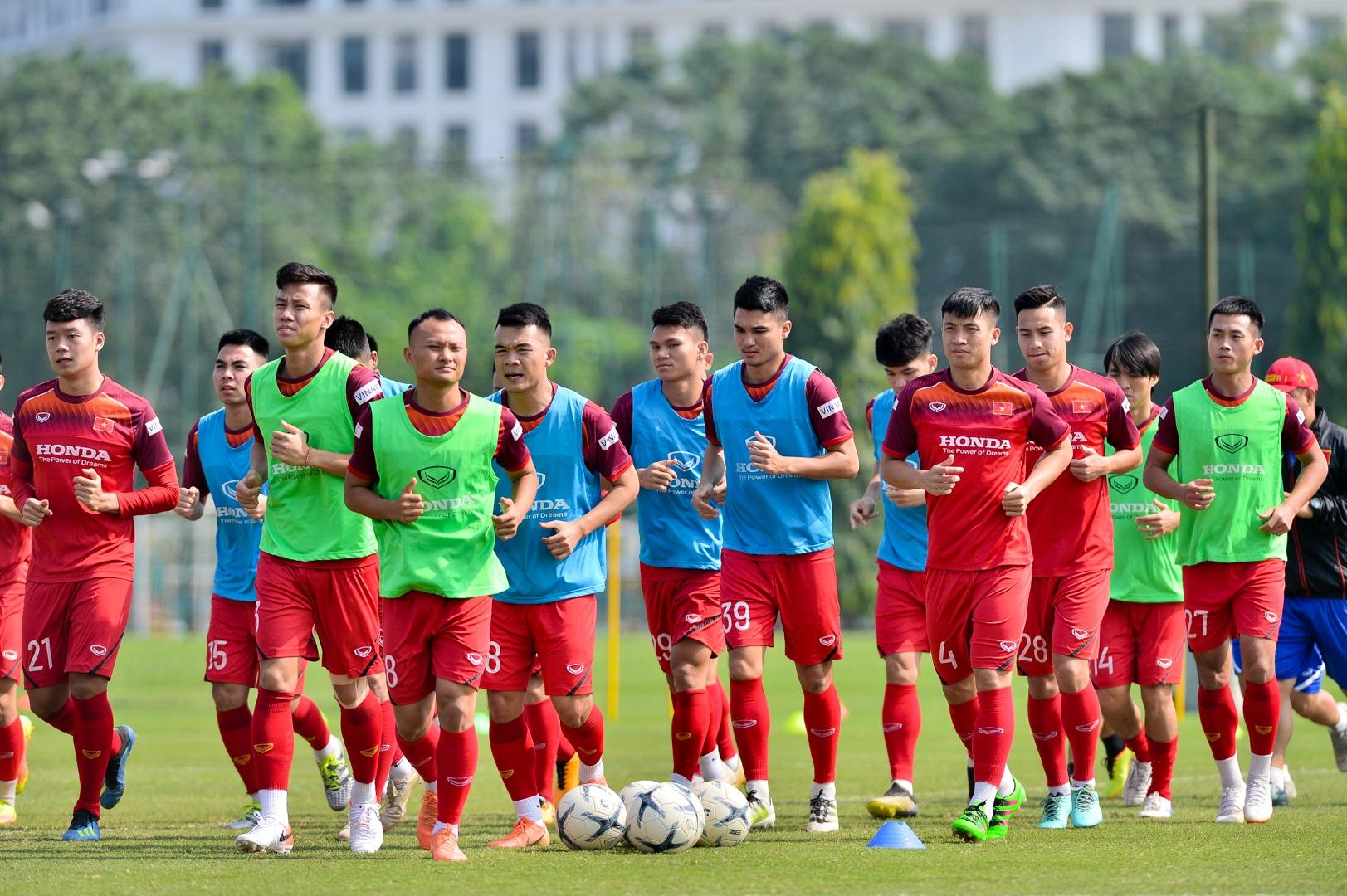 HLV Park Hang Seo xem giò tiền đạo Hà Minh Tuấn - 1