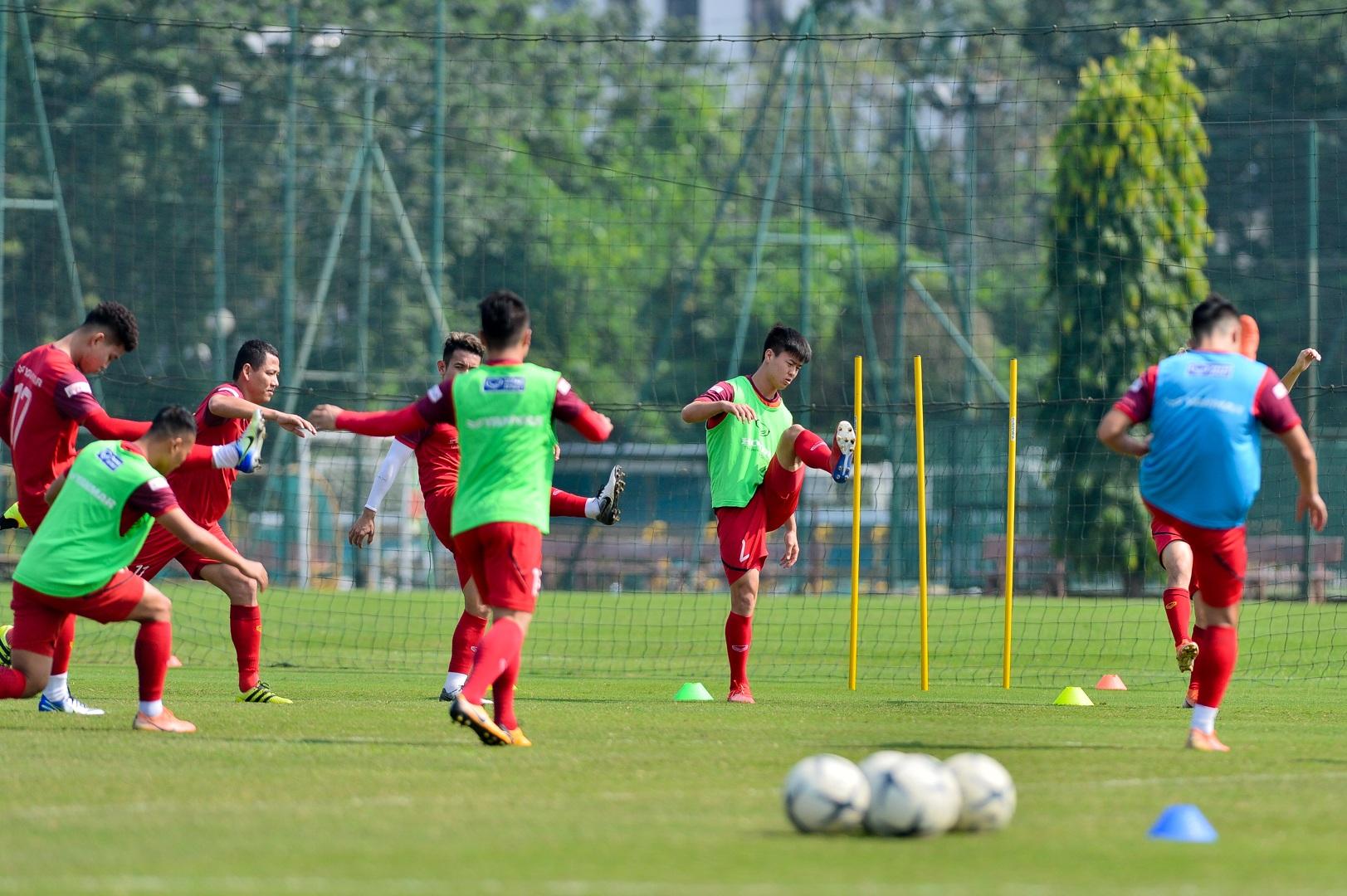 HLV Park Hang Seo xem giò tiền đạo Hà Minh Tuấn - 12