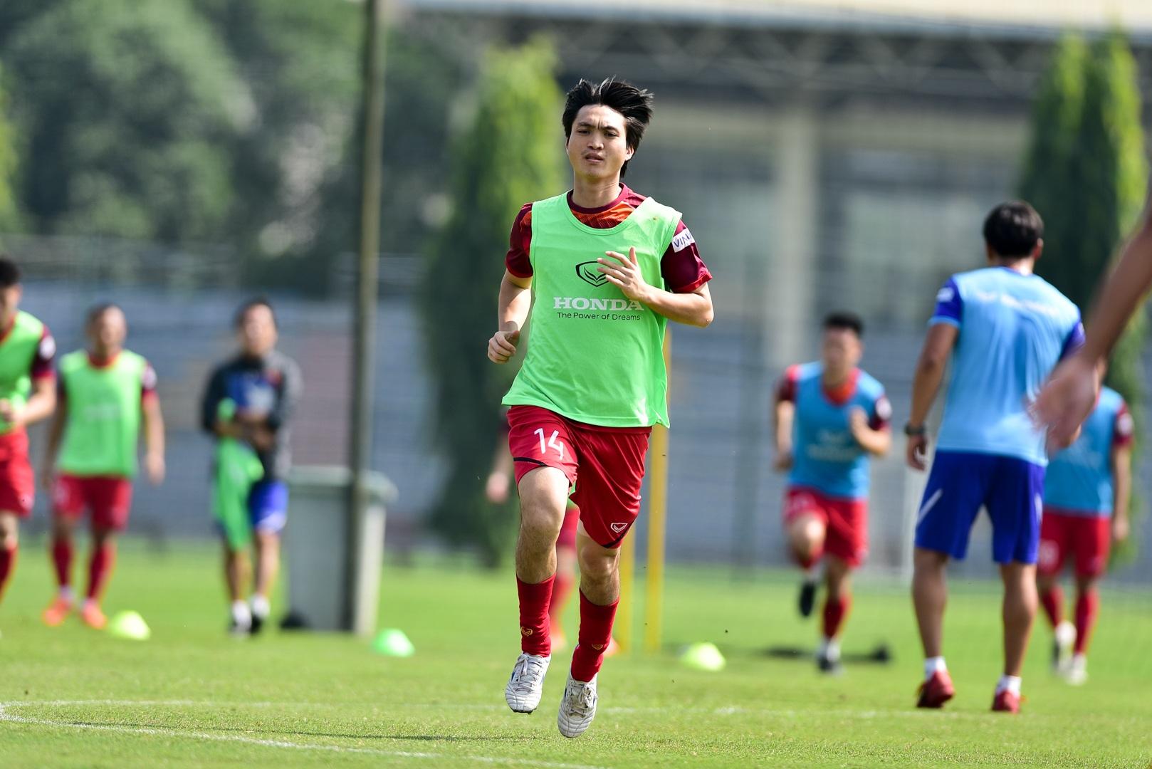 HLV Park Hang Seo xem giò tiền đạo Hà Minh Tuấn - 19