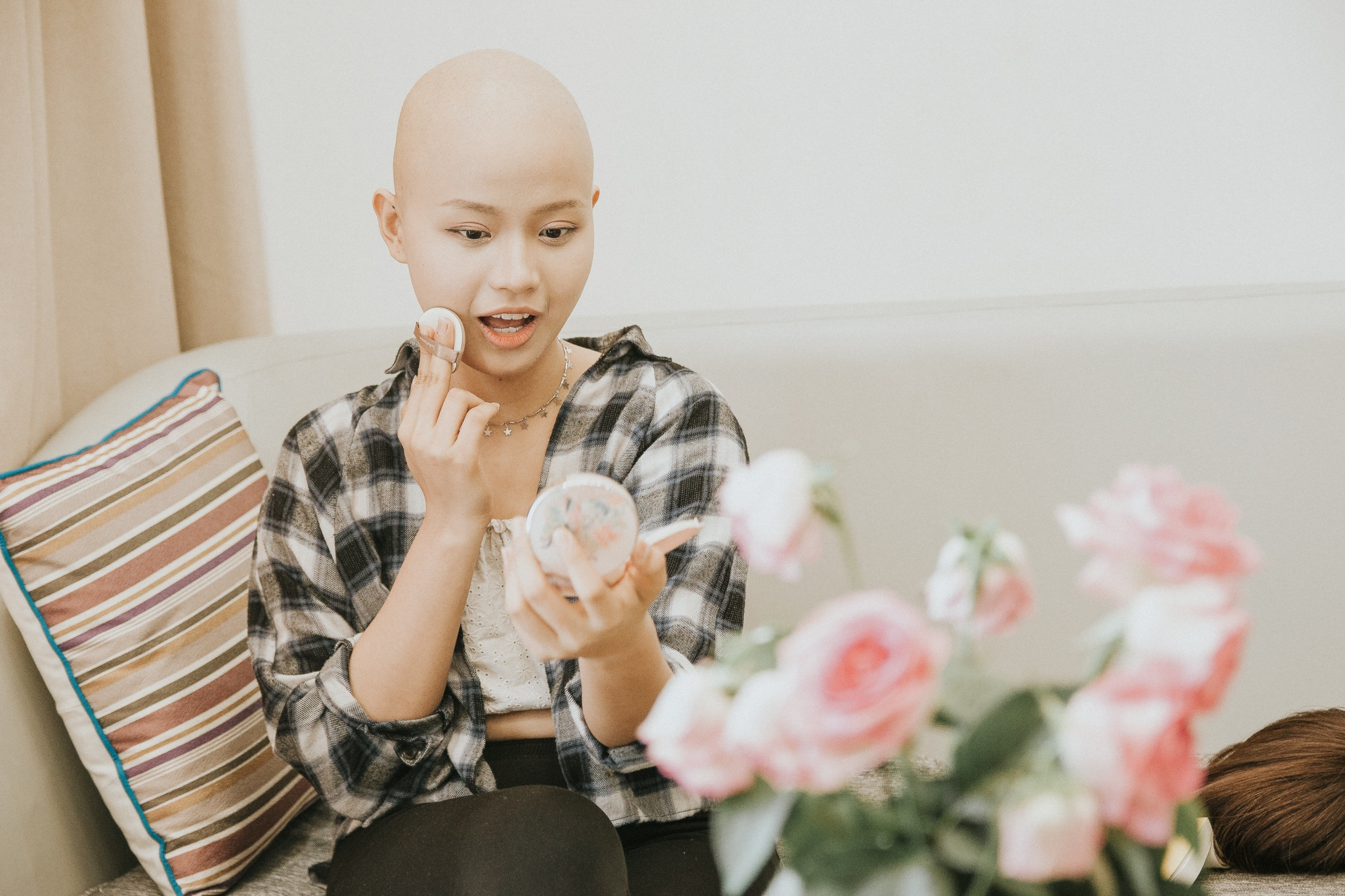 Nữ sinh vượt bạo bệnh đi thi Hoa khôi Ngoại thương:  Tôi đẹp nhất khi tôi tự tin, kể cả khi đầu trọc! - 17