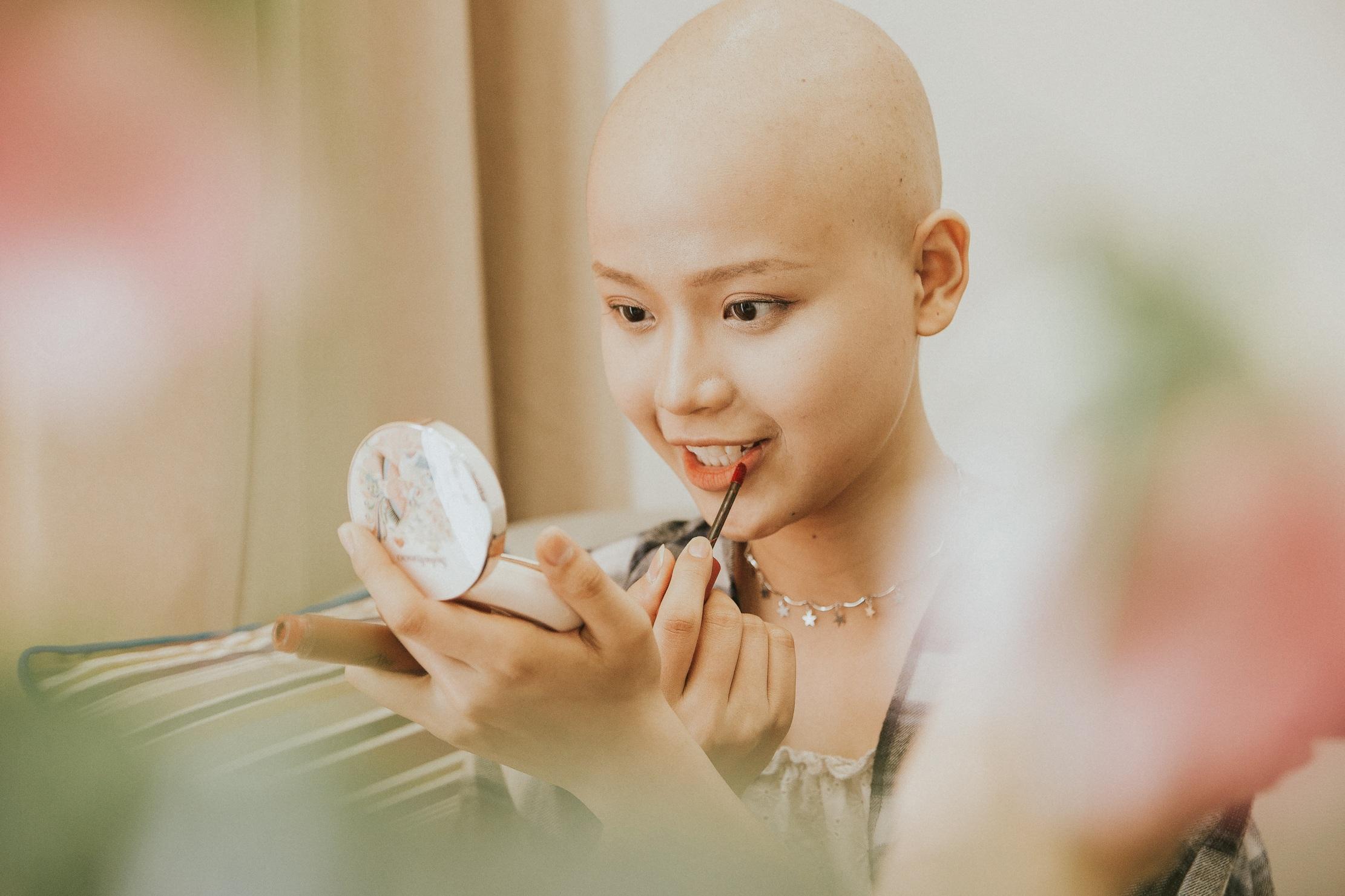 Nữ sinh vượt bạo bệnh đi thi Hoa khôi Ngoại thương:  Tôi đẹp nhất khi tôi tự tin, kể cả khi đầu trọc! - 14