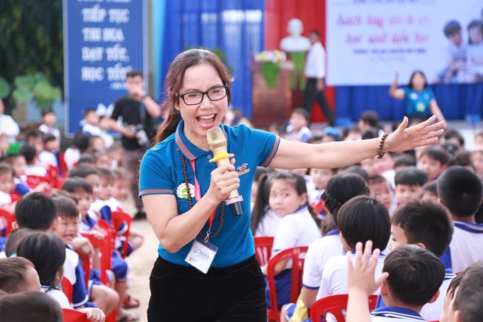 """Cô giáo dạy Văn làm thiện nguyện sách từ lời """"thách đố"""" của Bộ trưởng - 2"""