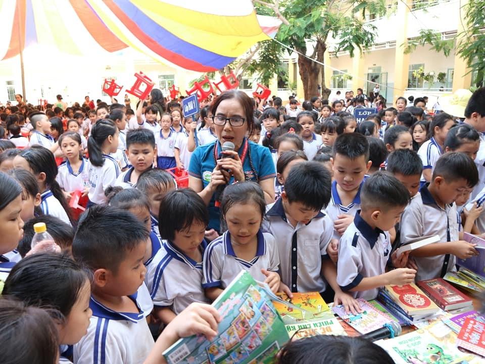 """Cô giáo dạy Văn làm thiện nguyện sách từ lời """"thách đố"""" của Bộ trưởng - 4"""