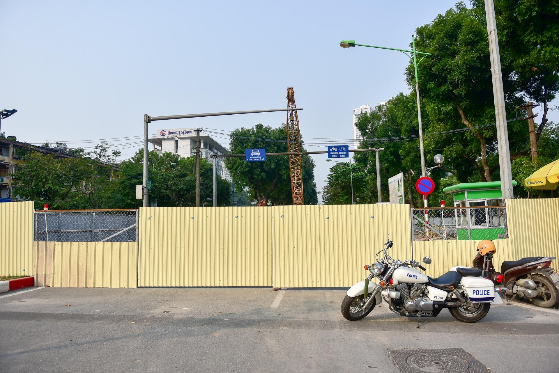 Vật vã băng qua nút giao thông rối loạn bậc nhất Hà Nội - 17