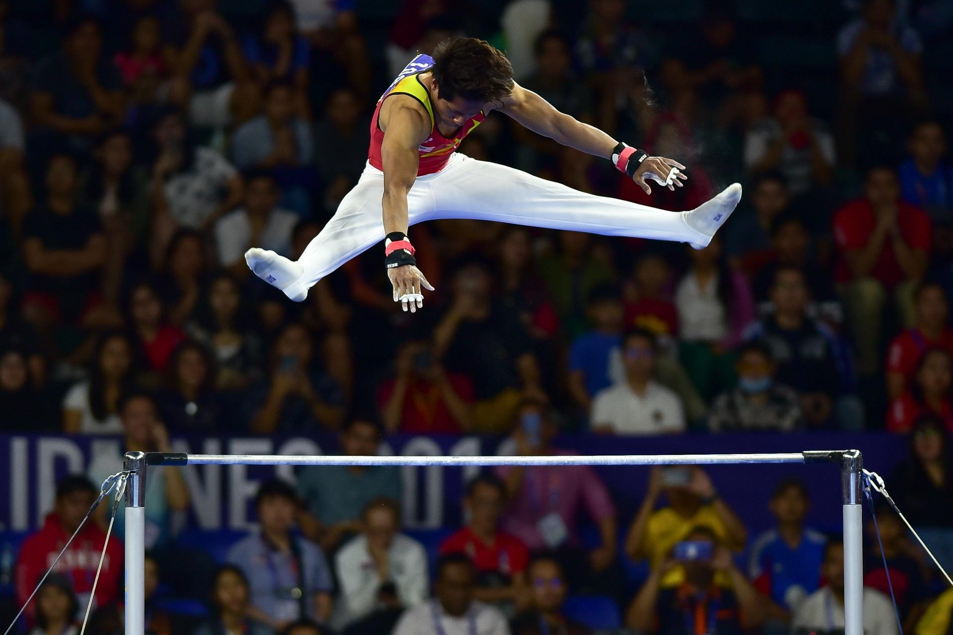 Những khoảnh khắc ấn tượng trong môn thi Thể dục dụng cụ - 12