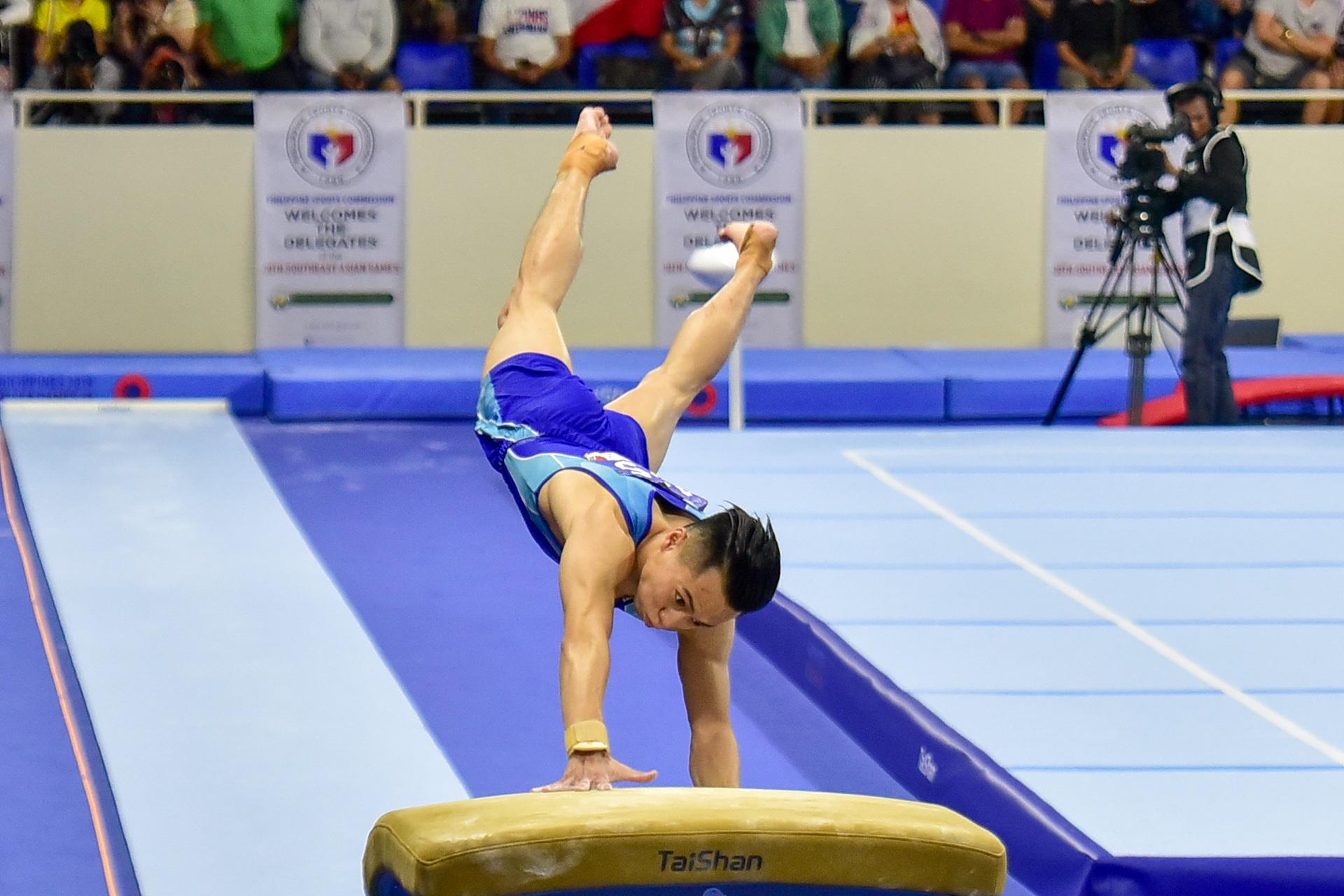 Những khoảnh khắc ấn tượng trong môn thi Thể dục dụng cụ - 14