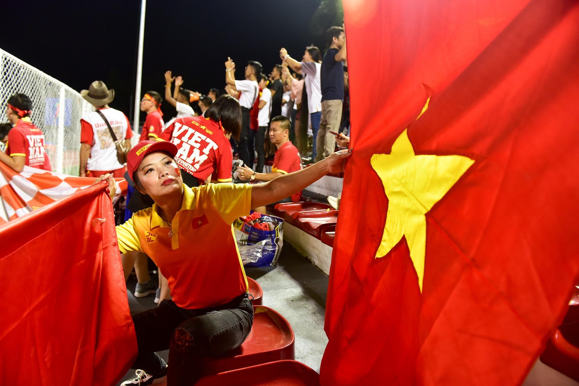 CĐV Việt Nam muốn biến sân Rizal Memorial thành Mỹ Đình - 3