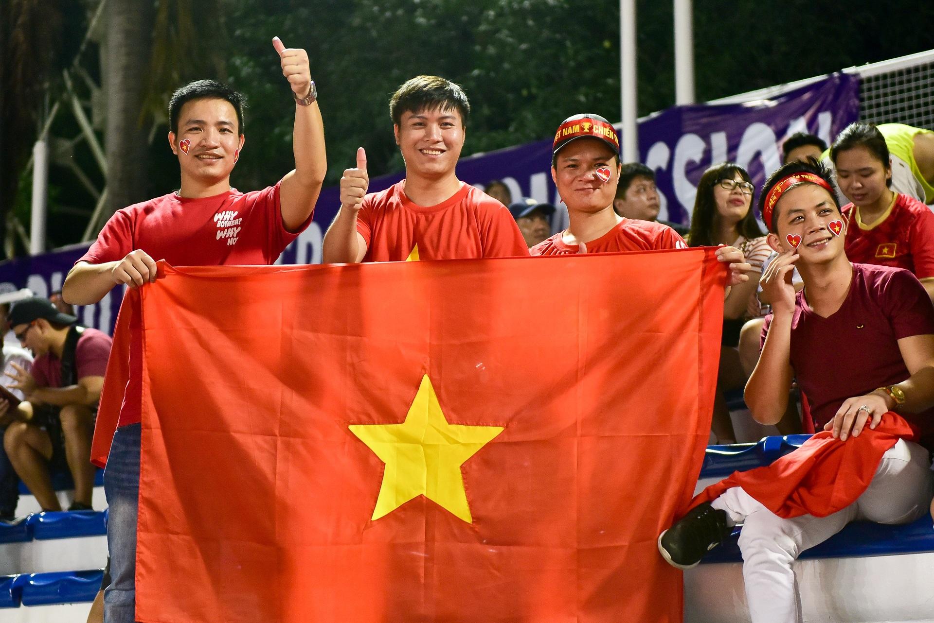 CĐV Việt Nam muốn biến sân Rizal Memorial thành Mỹ Đình - 2
