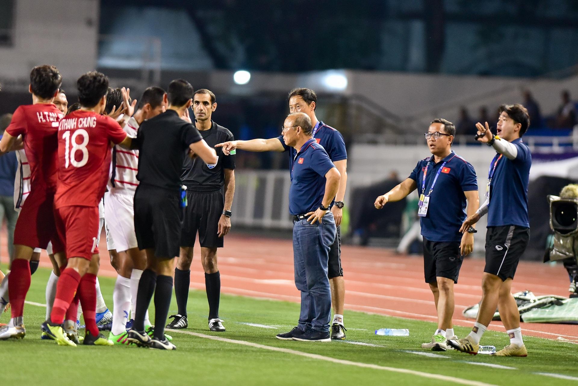 Những cảm xúc đặc biệt của HLV Park Hang Seo trong trận thắng U22 Campuchia - 19