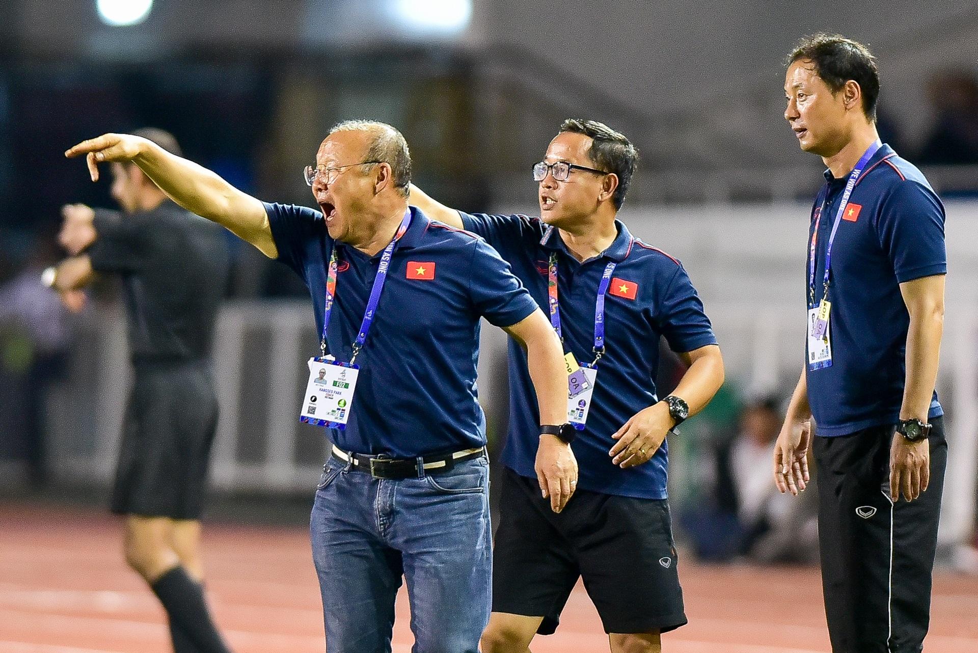 Những cảm xúc đặc biệt của HLV Park Hang Seo trong trận thắng U22 Campuchia - 6